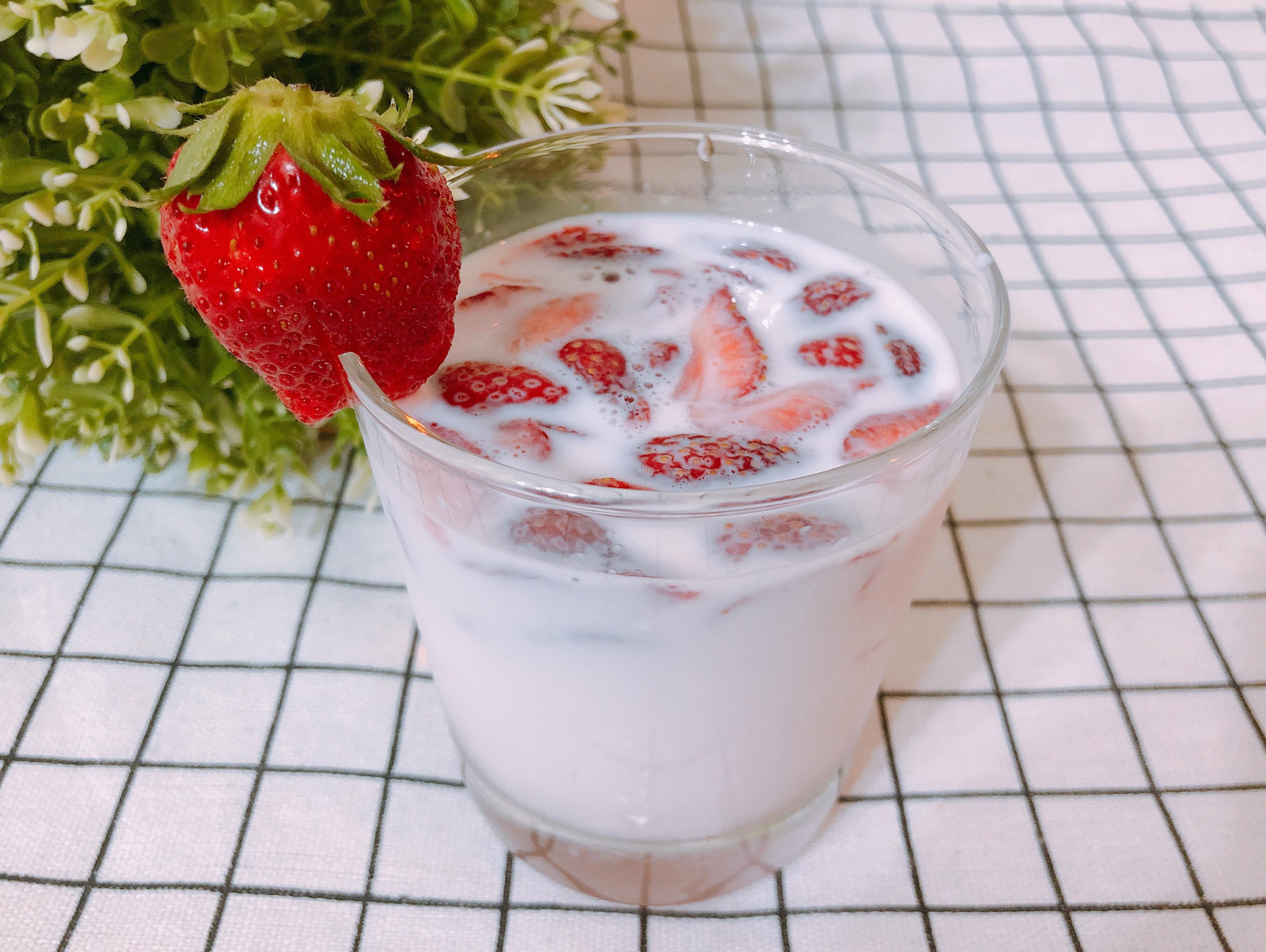 草莓季-韓式草莓牛奶