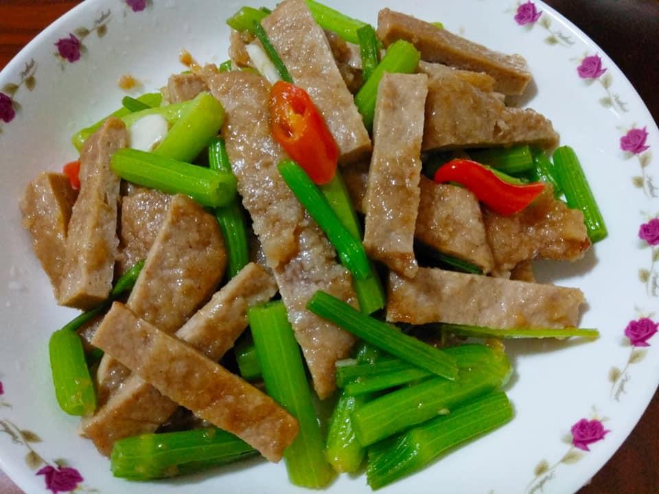 簡易家常菜-芹菜炒素肉