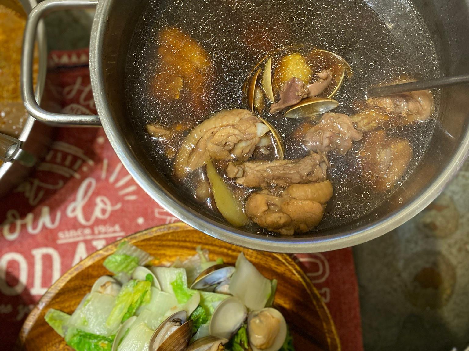 黑蒜頭蛤蠣雞湯