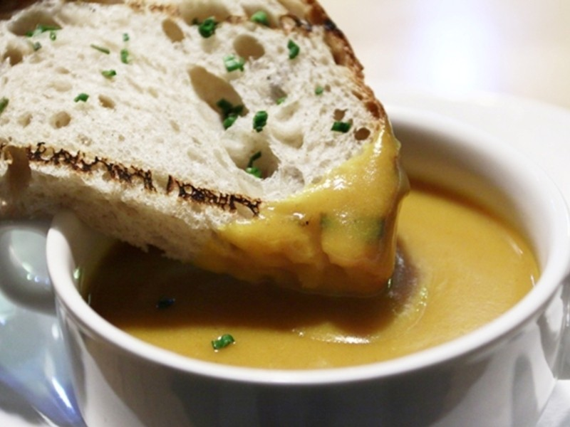 【大肚皮Jason主廚‧真男人廚房】匈牙利紅椒風味南瓜湯附好吃麵包
