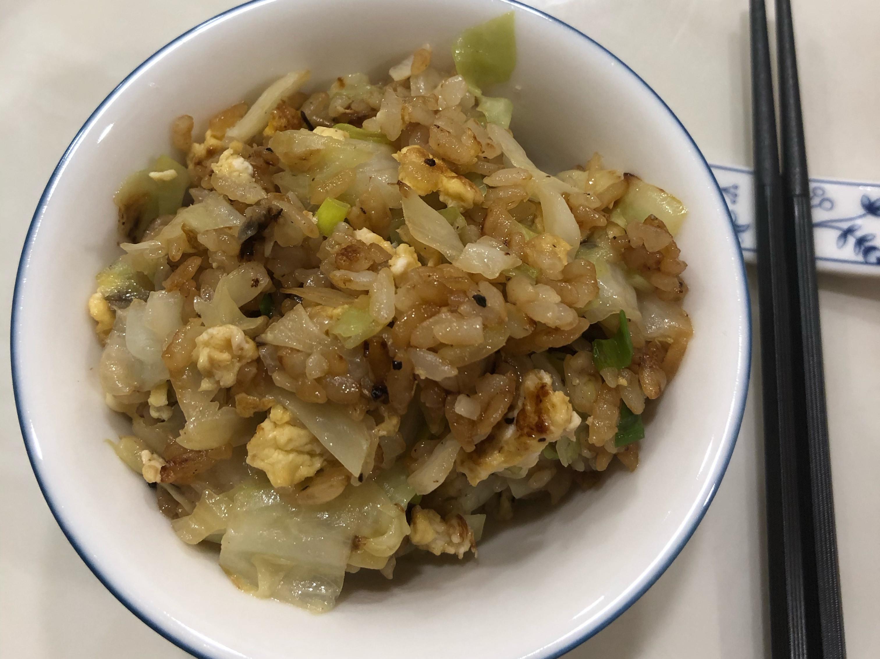 高麗菜醬油蛋炒飯
