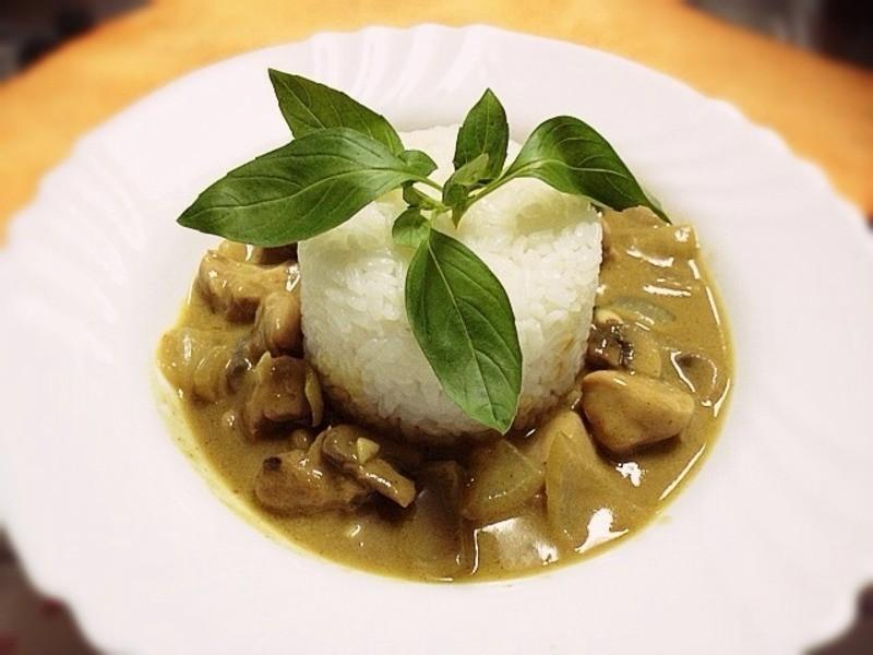 《泰式綠咖哩椰雞》---穀盛綠咖哩