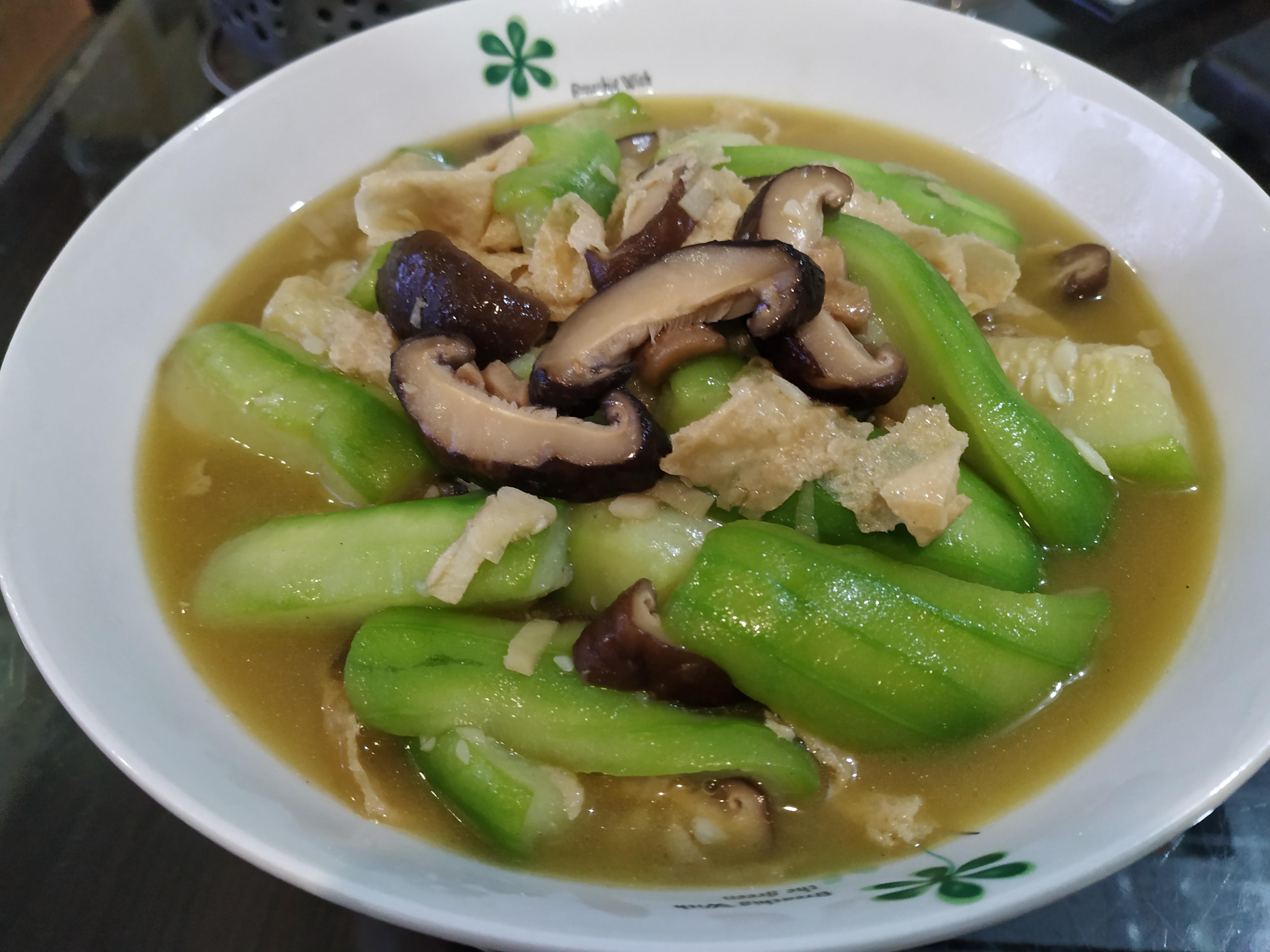 香菇腐皮燴絲瓜