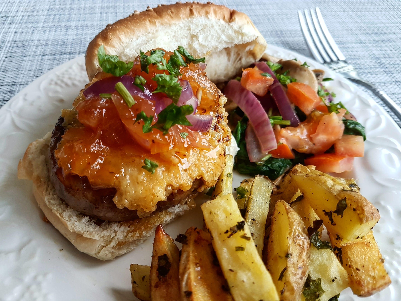 起司豬排漢堡/香芹烤薯條/油醋沙拉