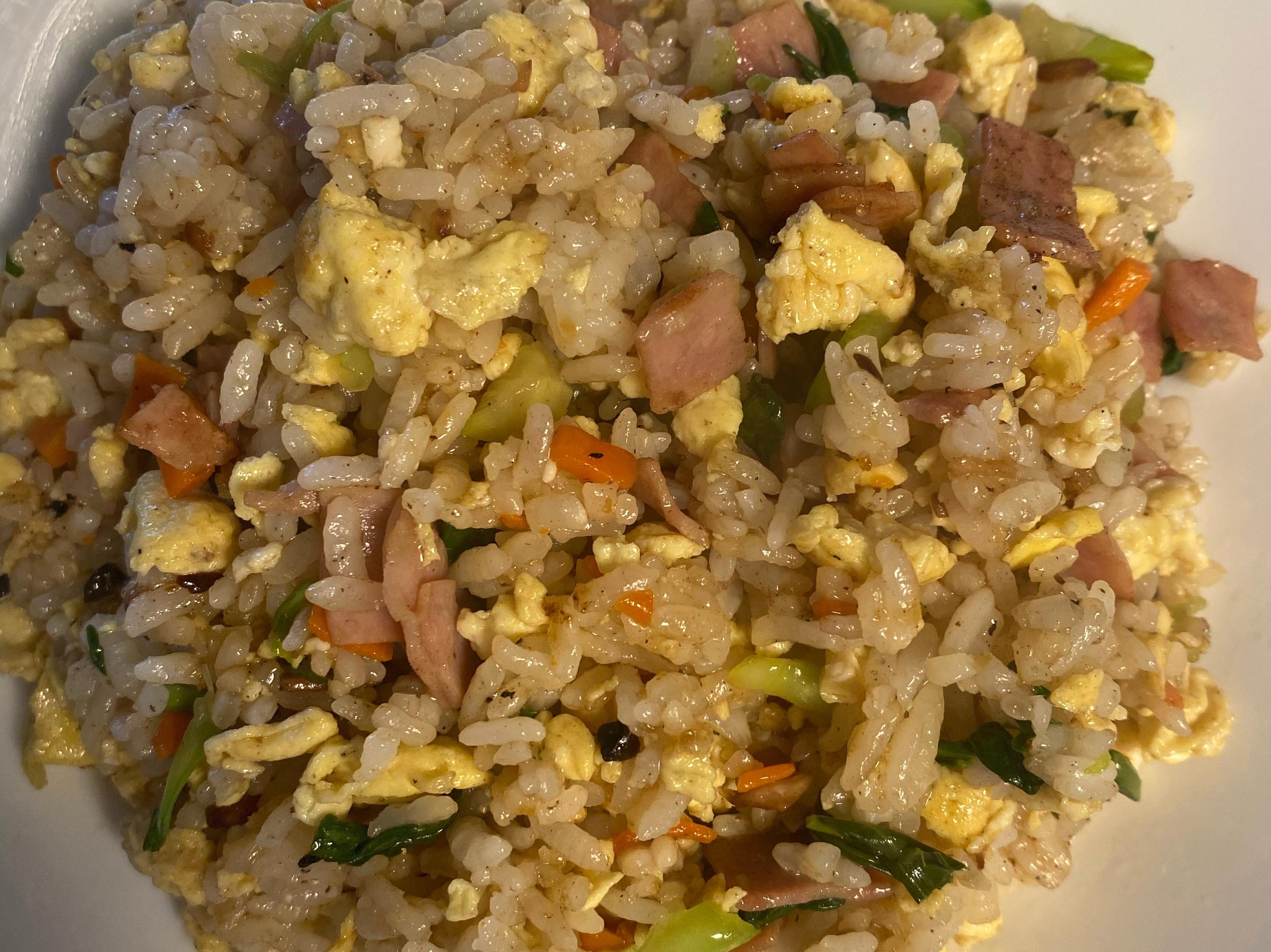 蒜香火腿蔬菜炒飯