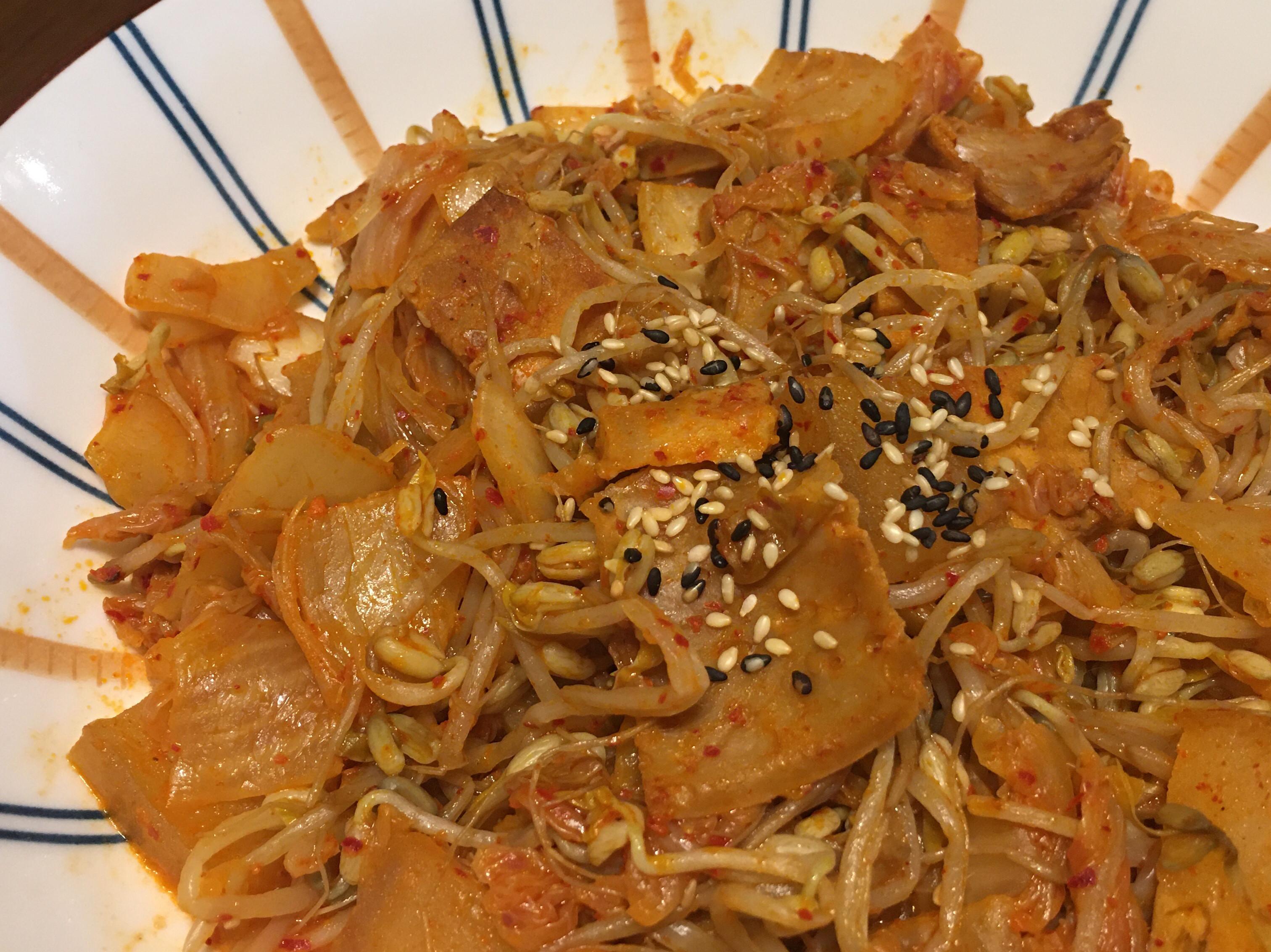 泡菜豆芽炒素五花(素食)