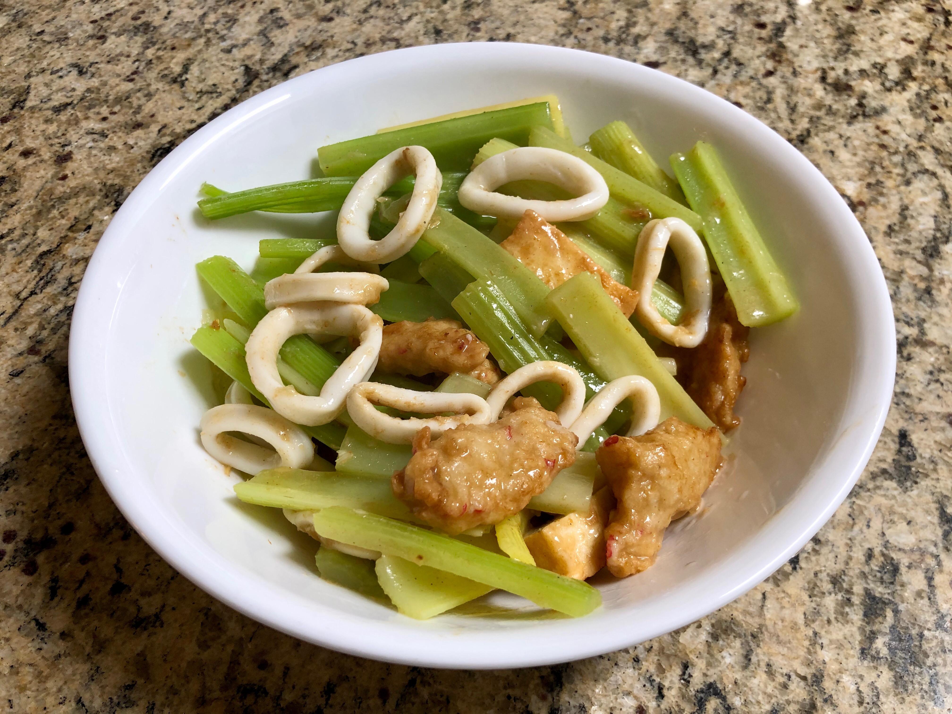 芹菜炒魷魚甜不辣
