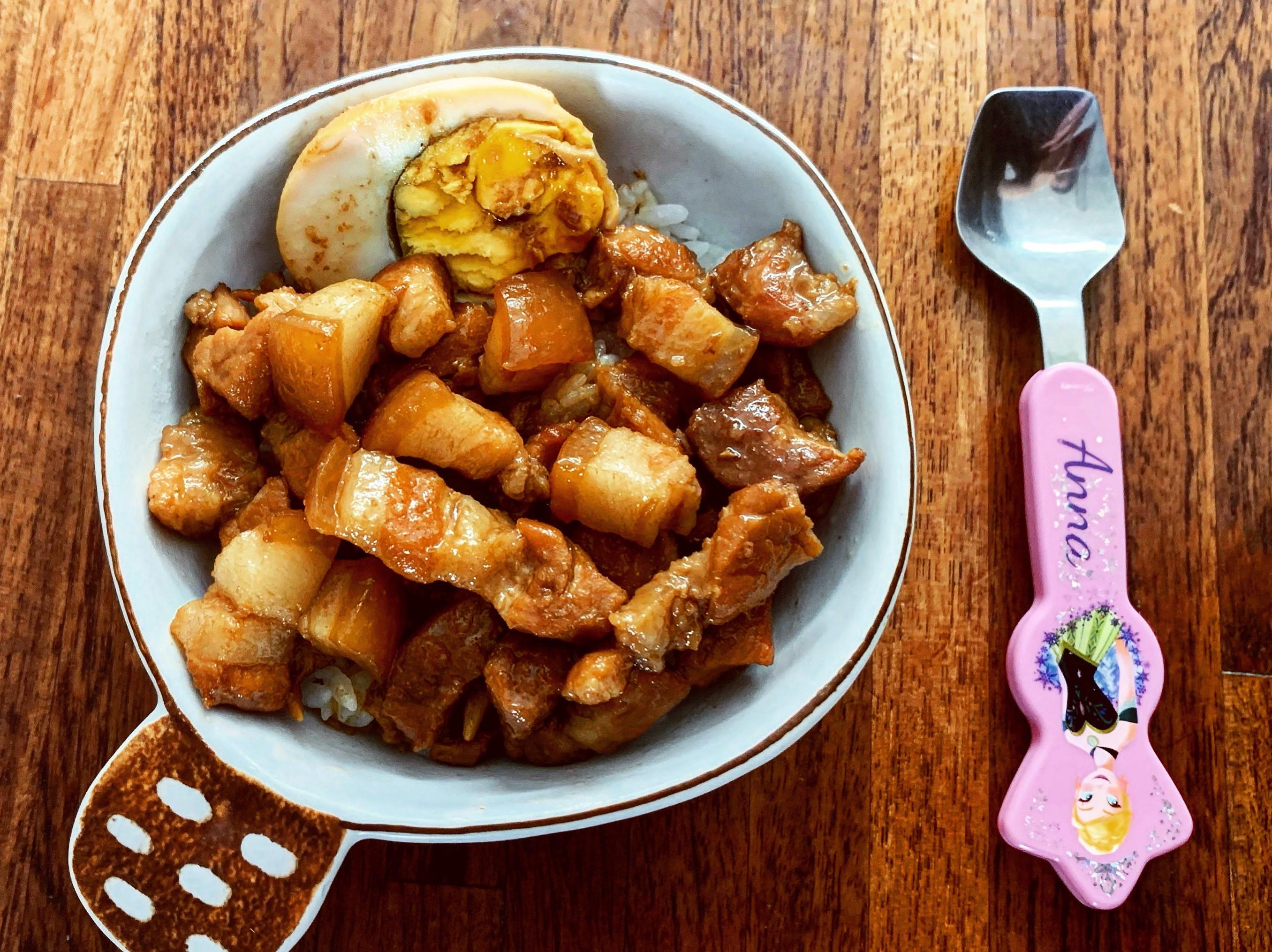 白飯來兩碗手切滷肉飯