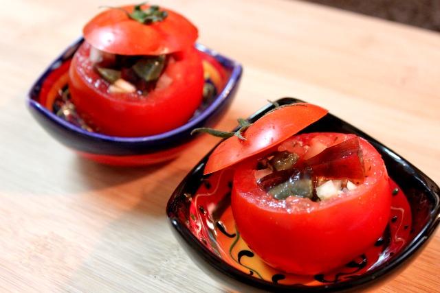 蕃茄和皮蛋。拜託!一定要嘗試這樣吃