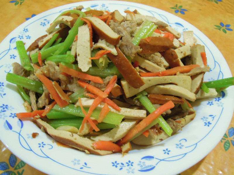 芹菜香干炒肉絲