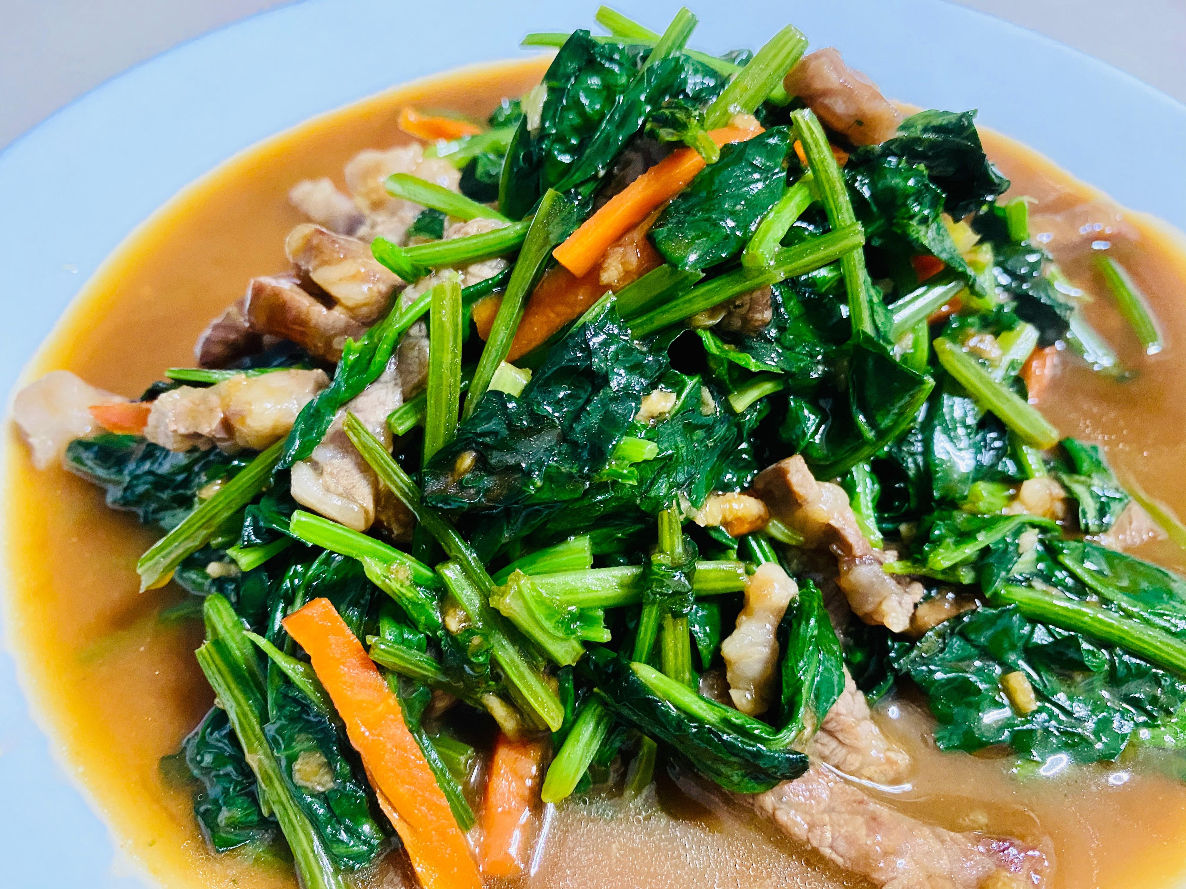 蠔油牛肉炒波菜