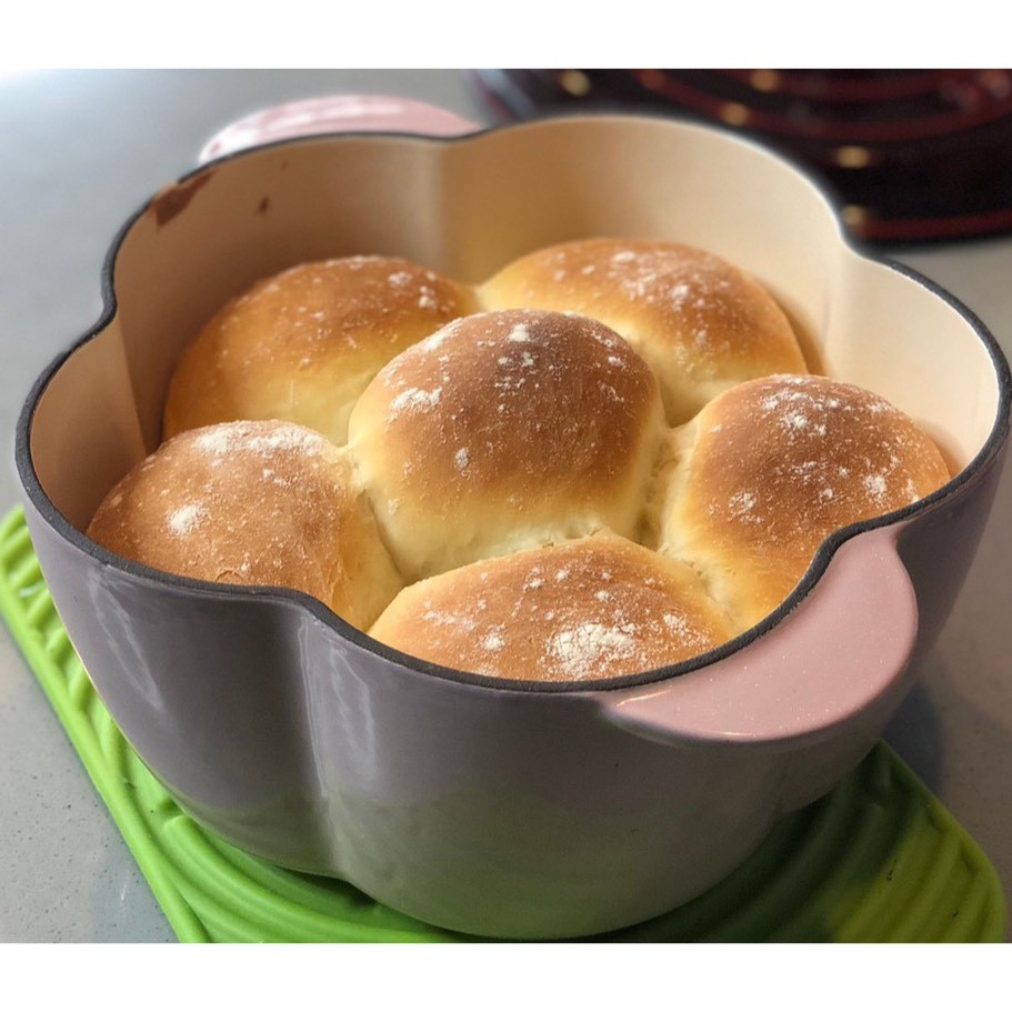 鑄鐵鍋料理 <輕食> 花型煉乳餐包