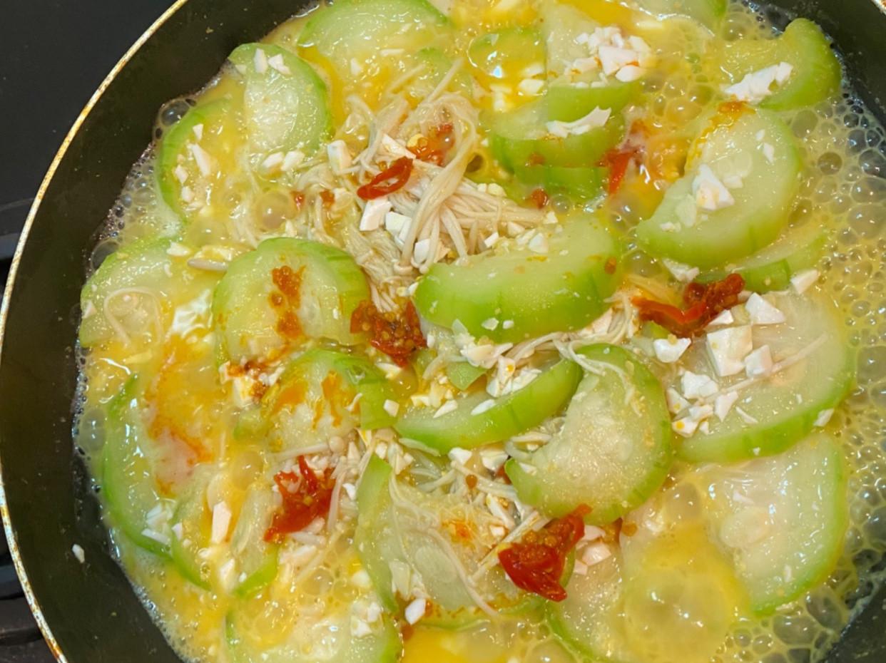鹹蛋炒金針菇絲瓜