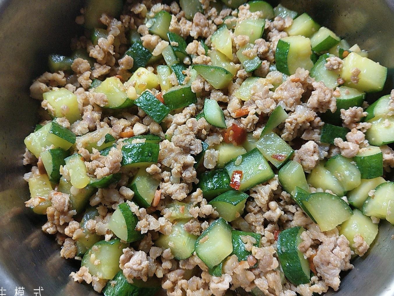 簡單料理 - 絞肉炒小黃瓜
