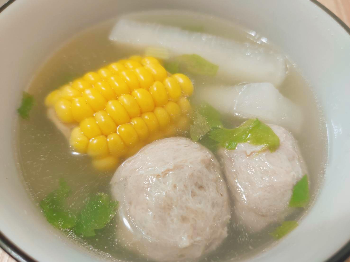 貢丸菜頭玉米湯