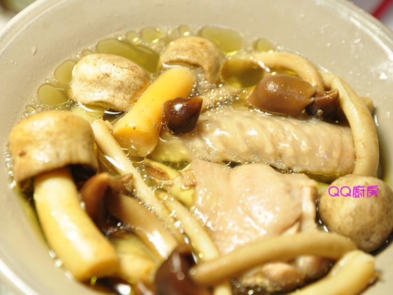 雙菇燉雞湯-【巴西蘑菇、柳松菇】