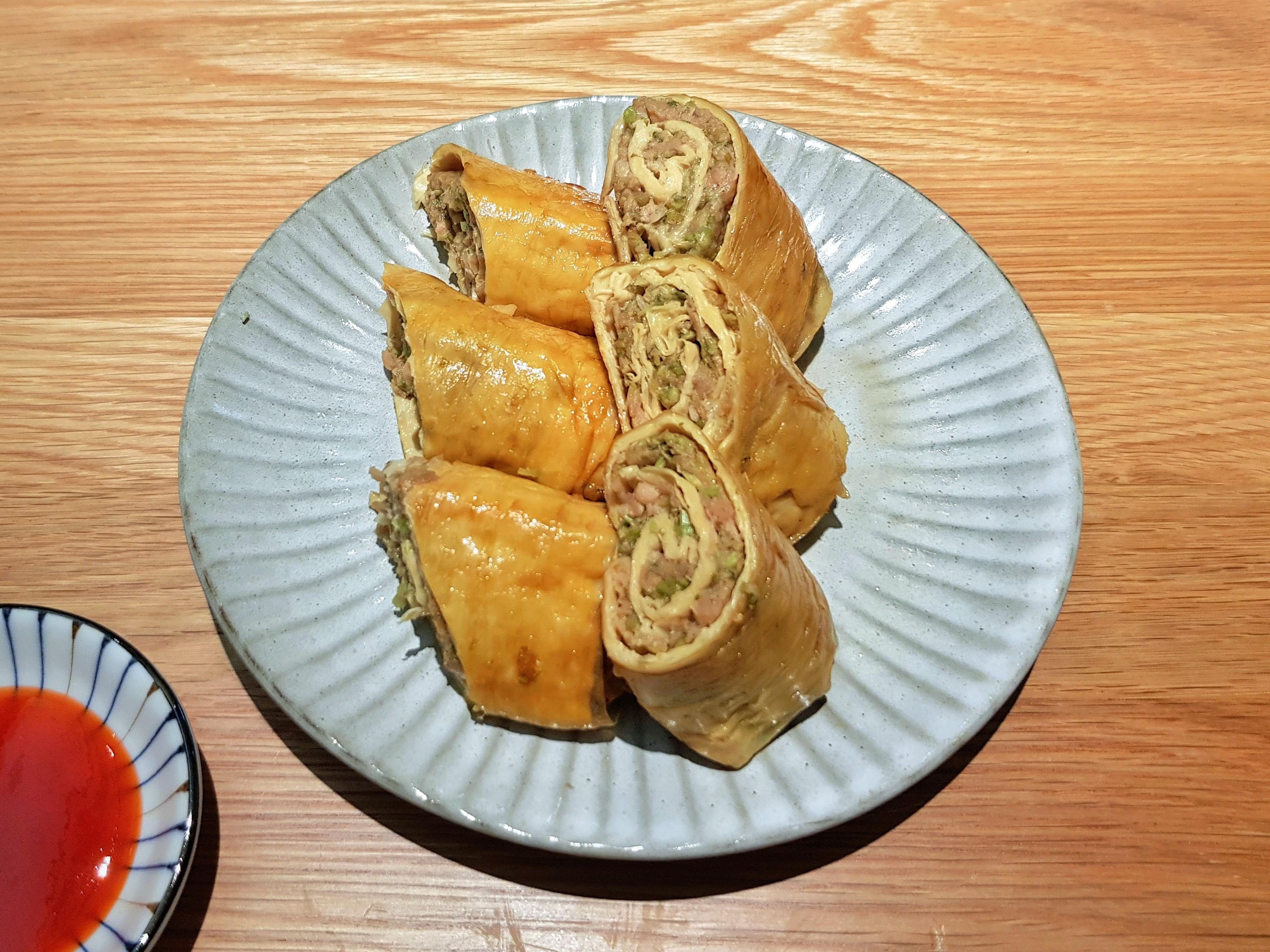 香煎芹菜豆包素肉捲 (新豬肉料理)
