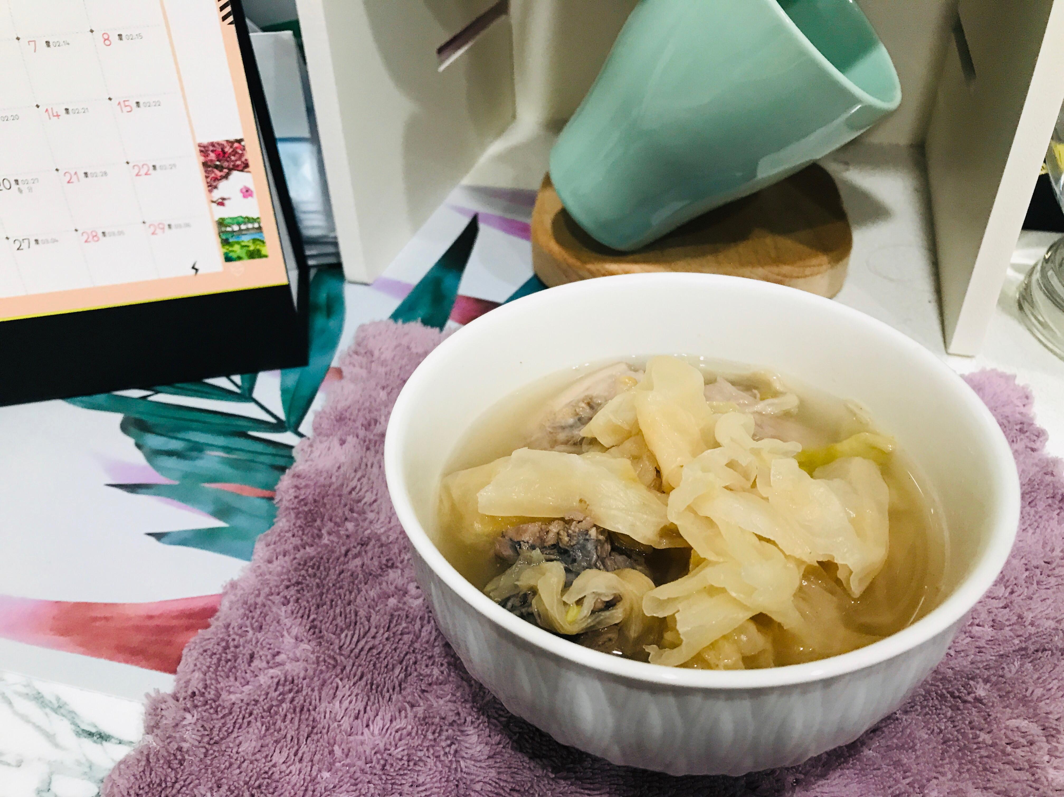 高麗菜乾雞湯骨湯