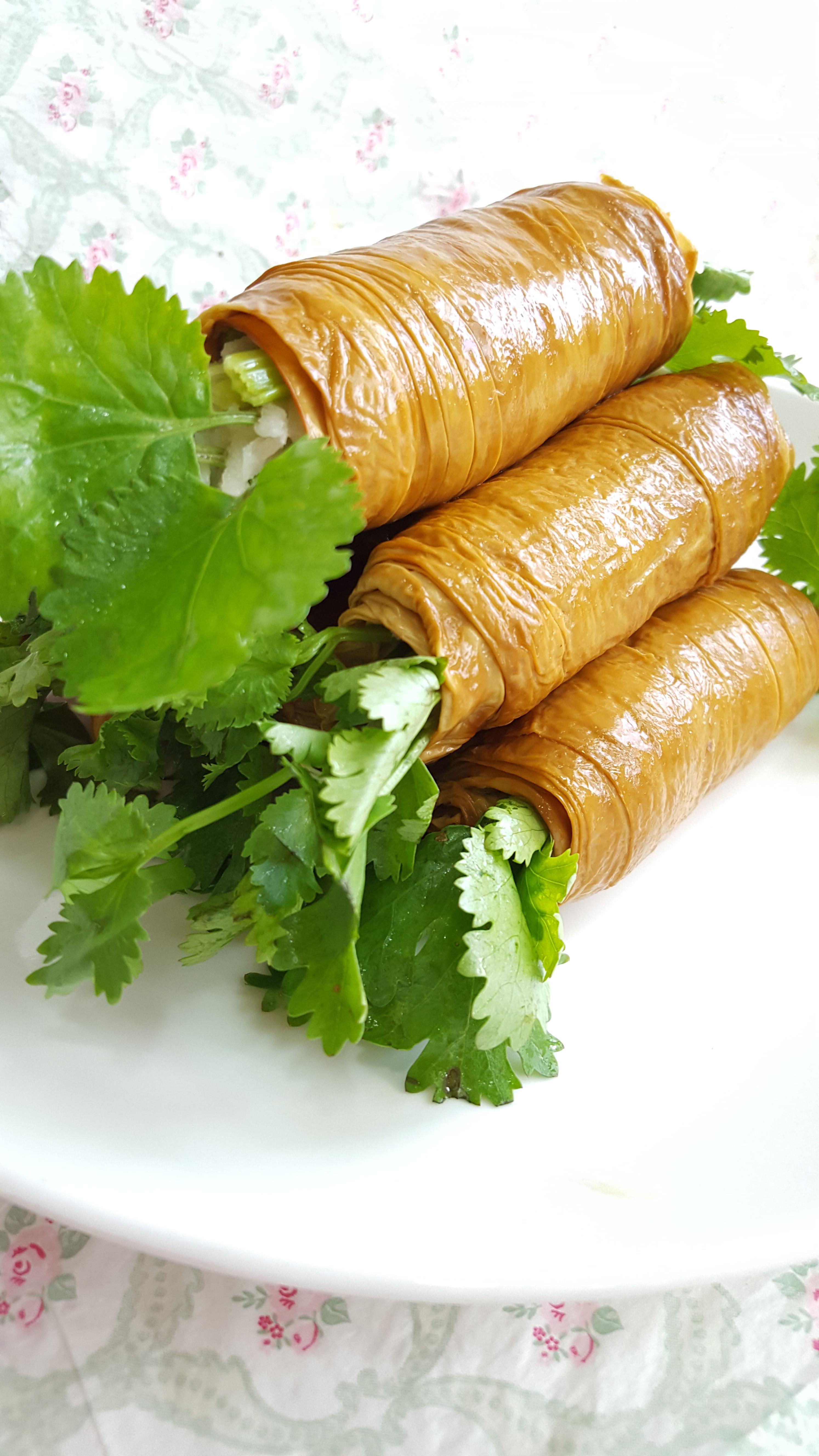 豆皮香菜捲