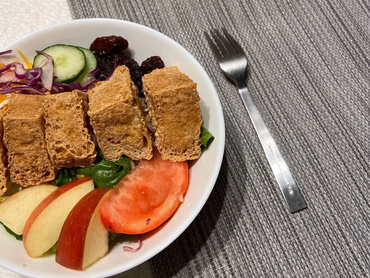 【低成本懶人料理】酥脆臭豆腐野菜沙拉