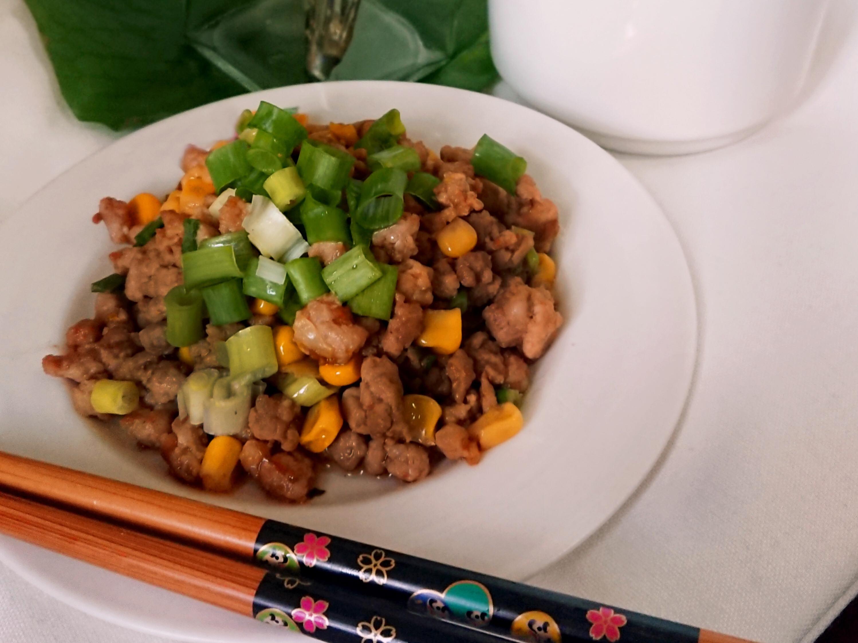 玉米炒肉末(牛頭牌紅蔥醬、玉米粒)