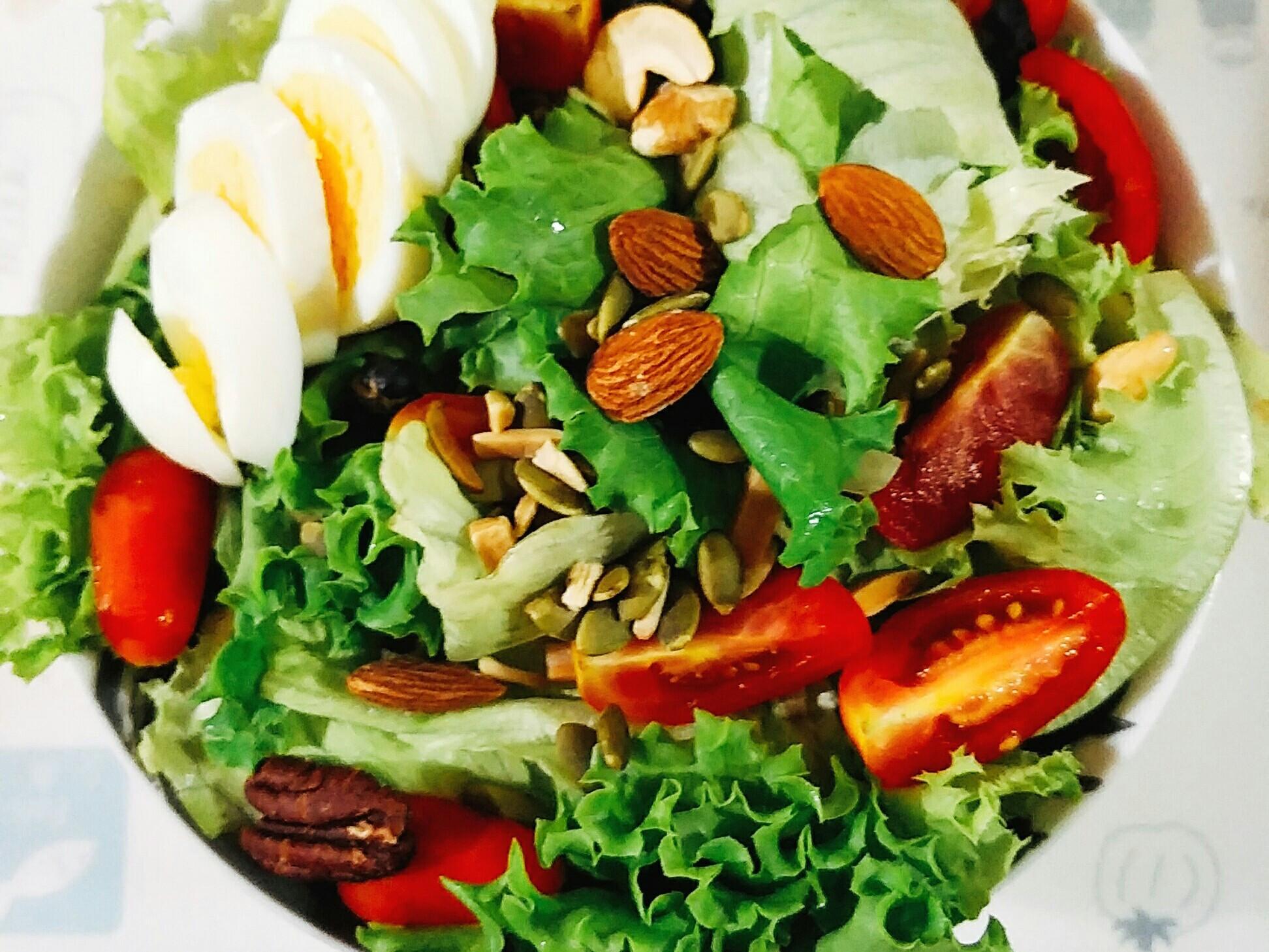 👊減醣早餐👊生菜堅果沙拉佐凱薩醬