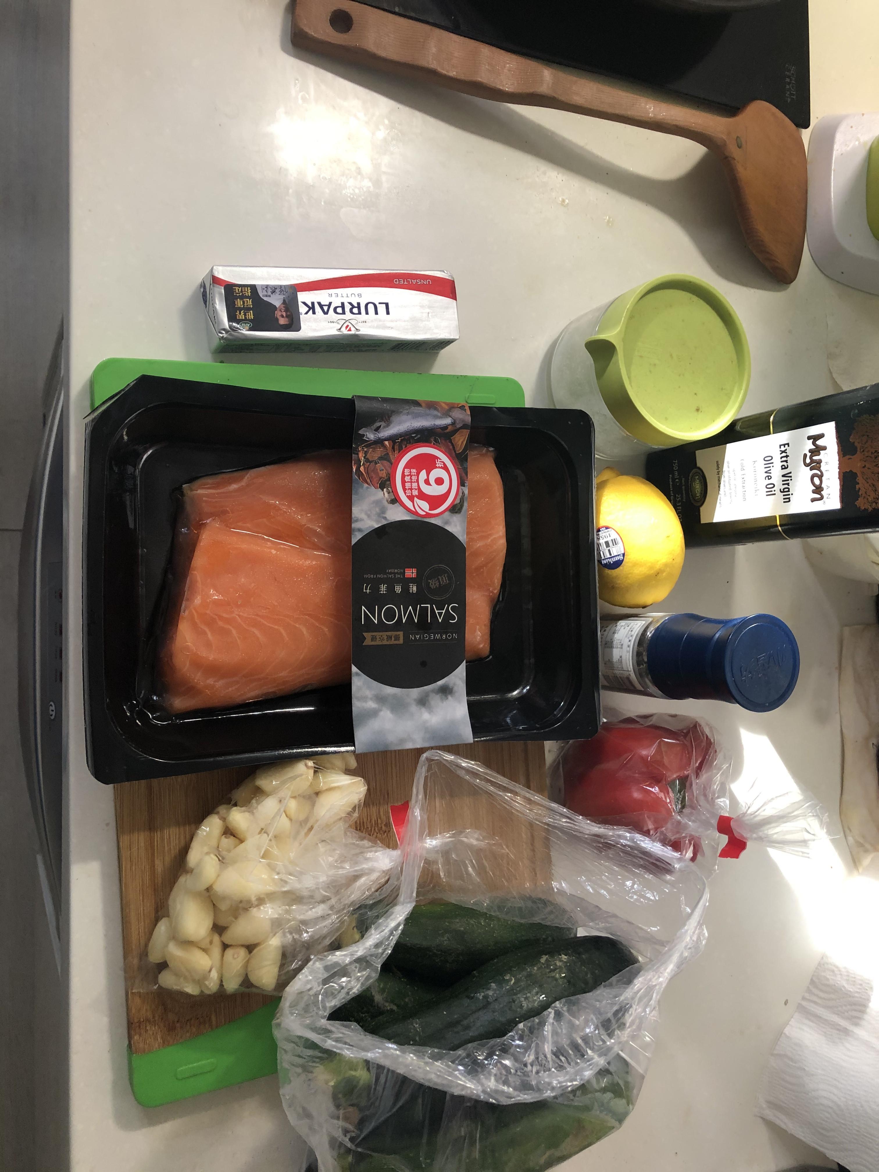 香蒜奶油烤鮭魚排