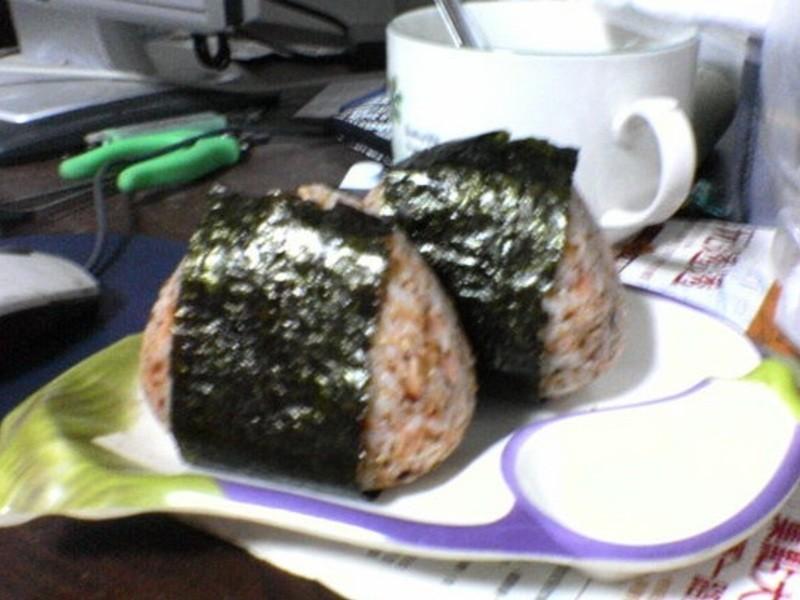 新鮮碎魚手捏日式飯糰