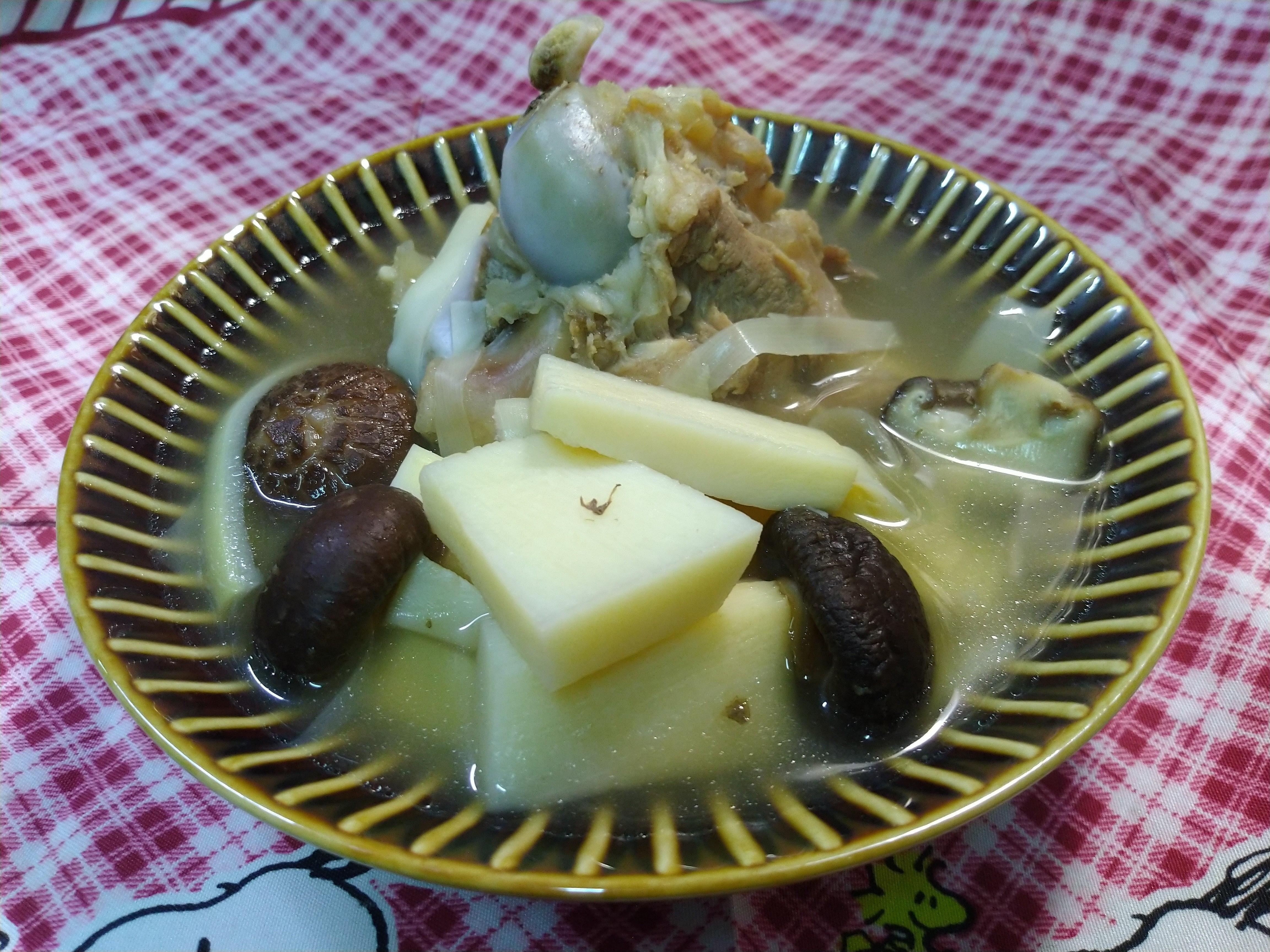 豬大骨香菇竹筍湯