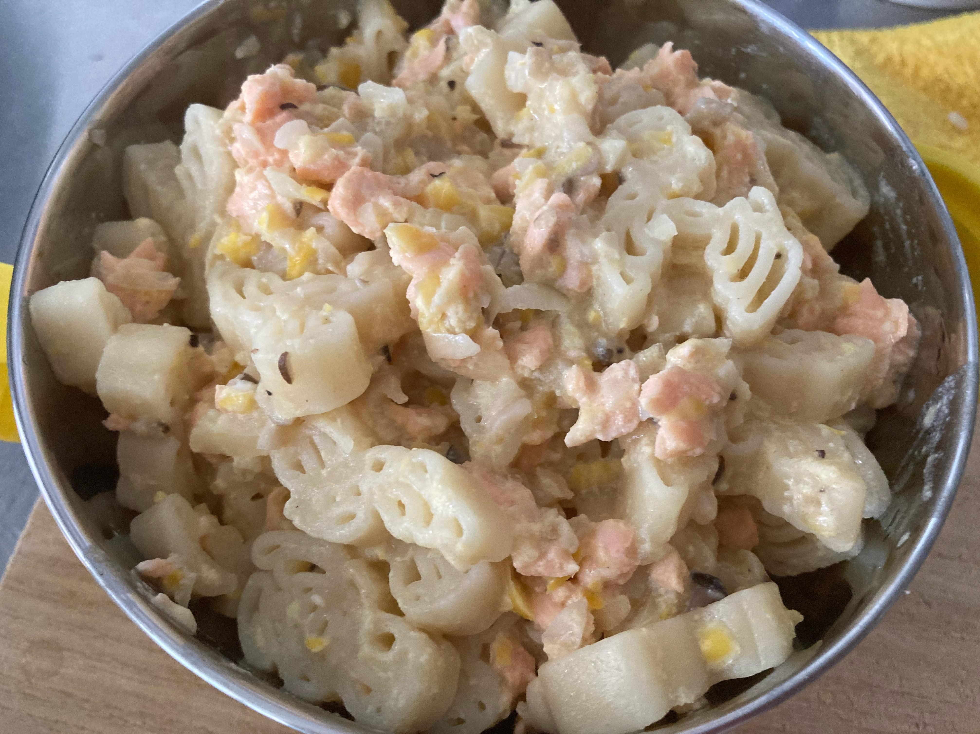 媽媽寶寶餐-鮭魚奶香蛋黃義大利麵