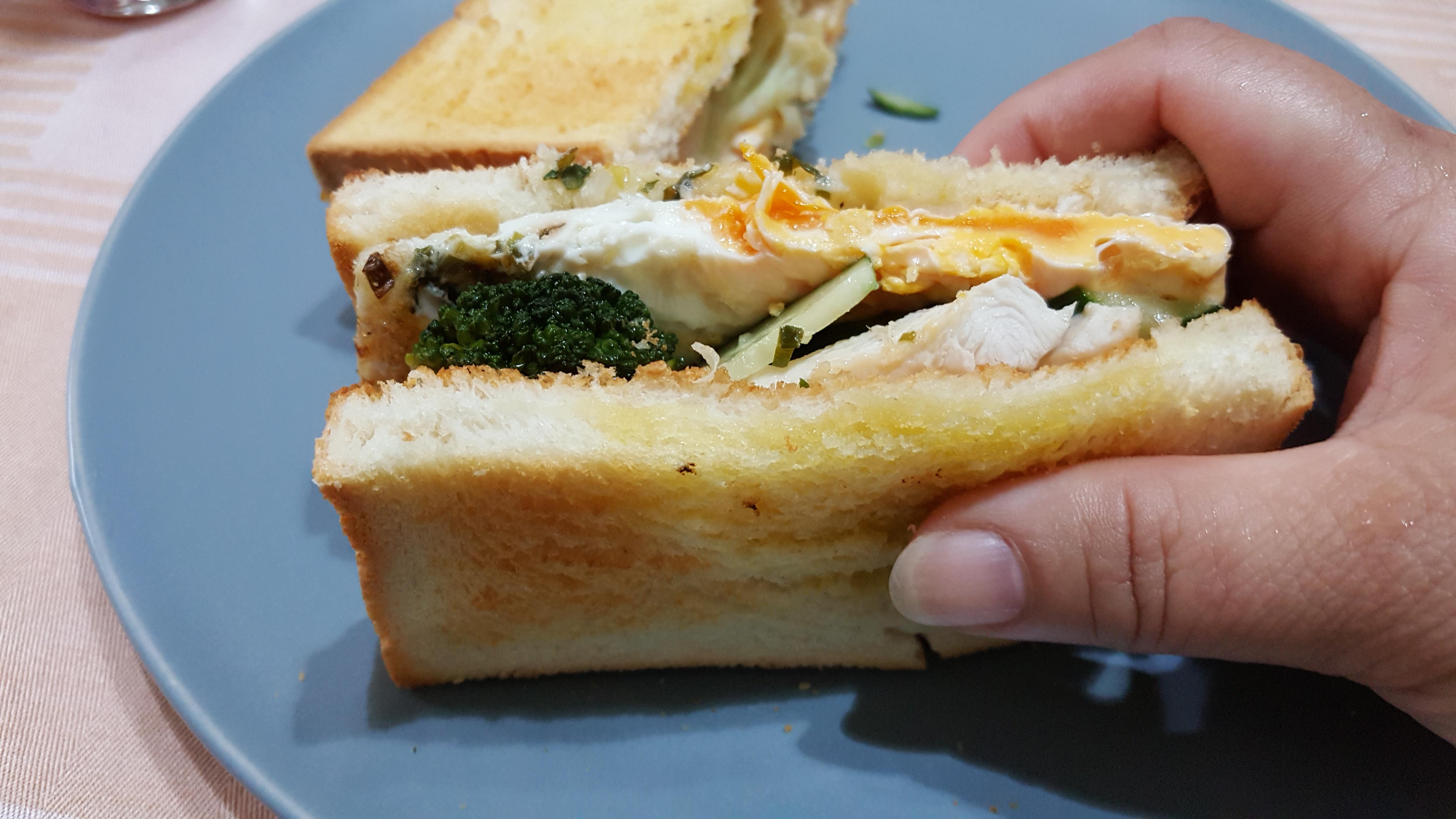 早餐-雞肉花椰三明治