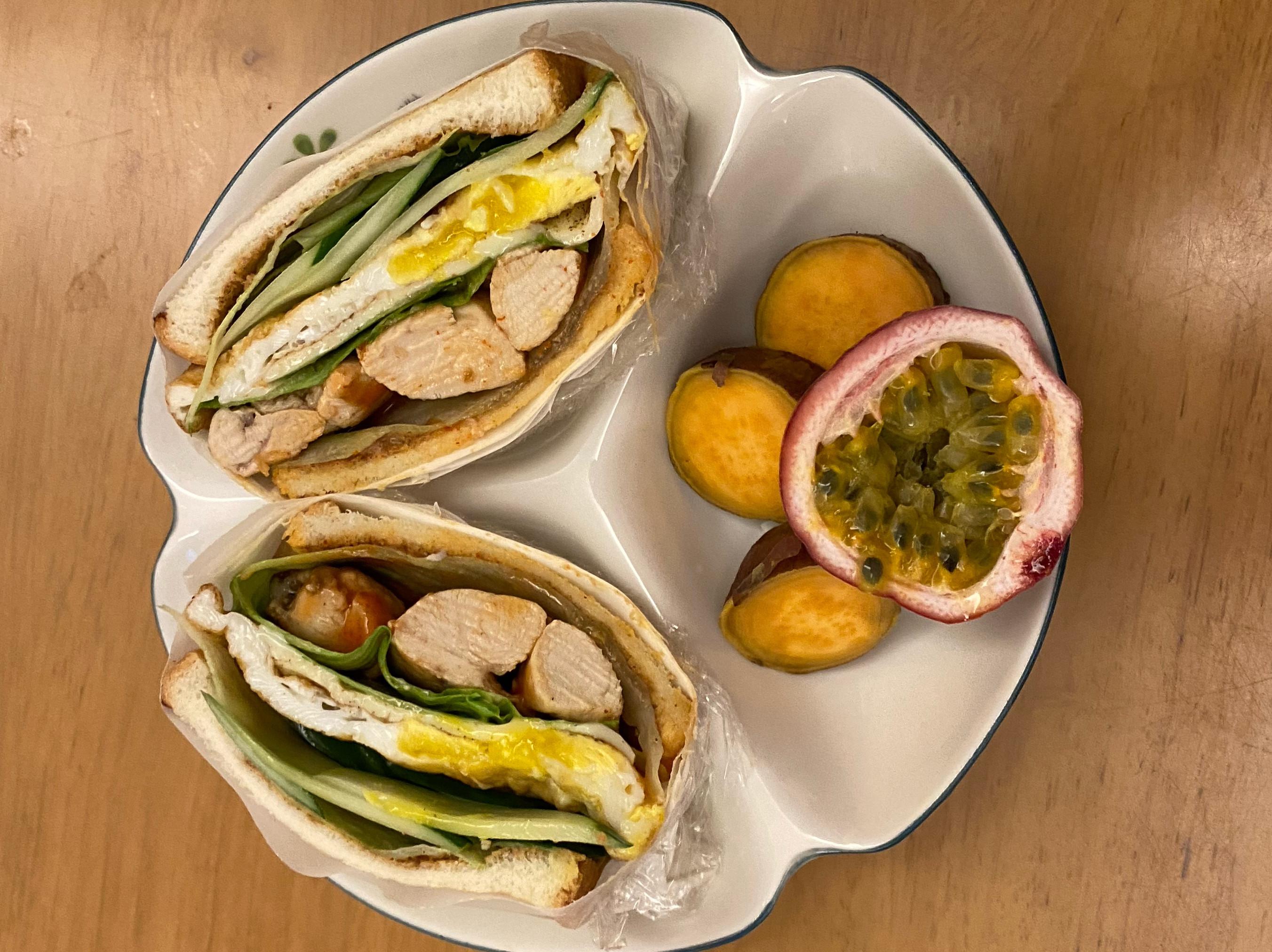 雞肉起士蛋花生醬三明治