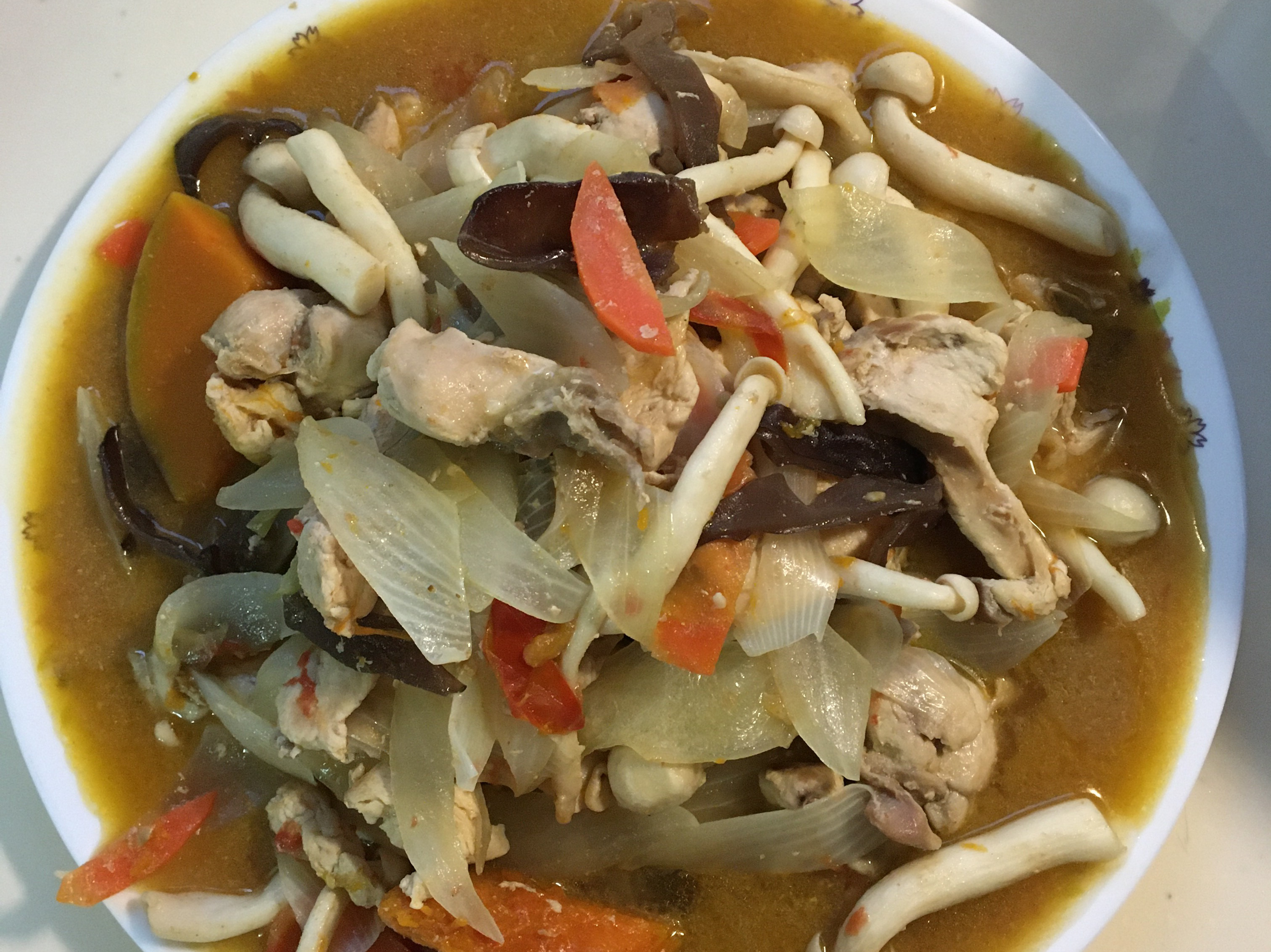 洋蔥雞胸肉炒白靈菇(綠咖喱粉)