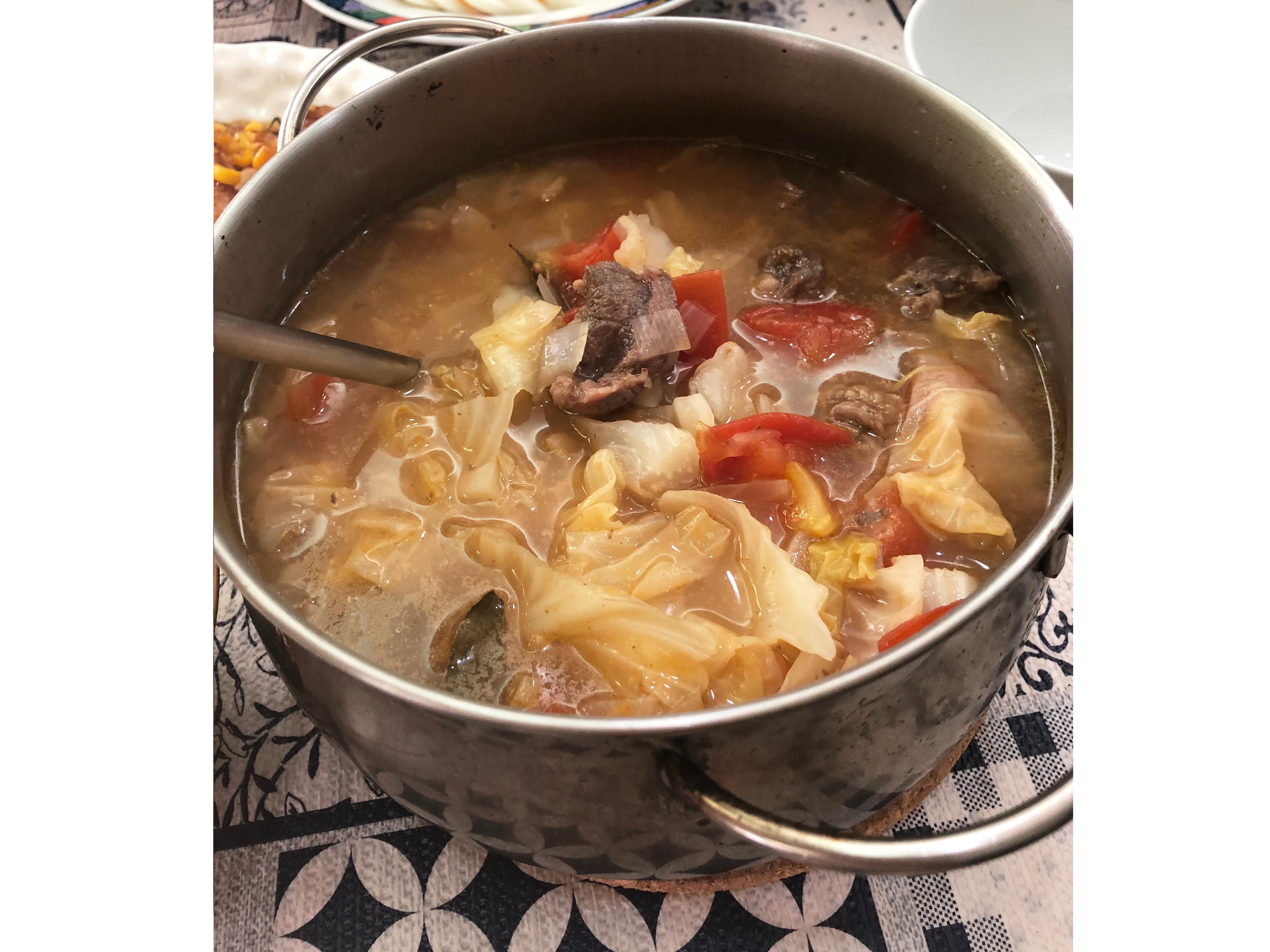 蕃茄燉高麗菜牛腩湯