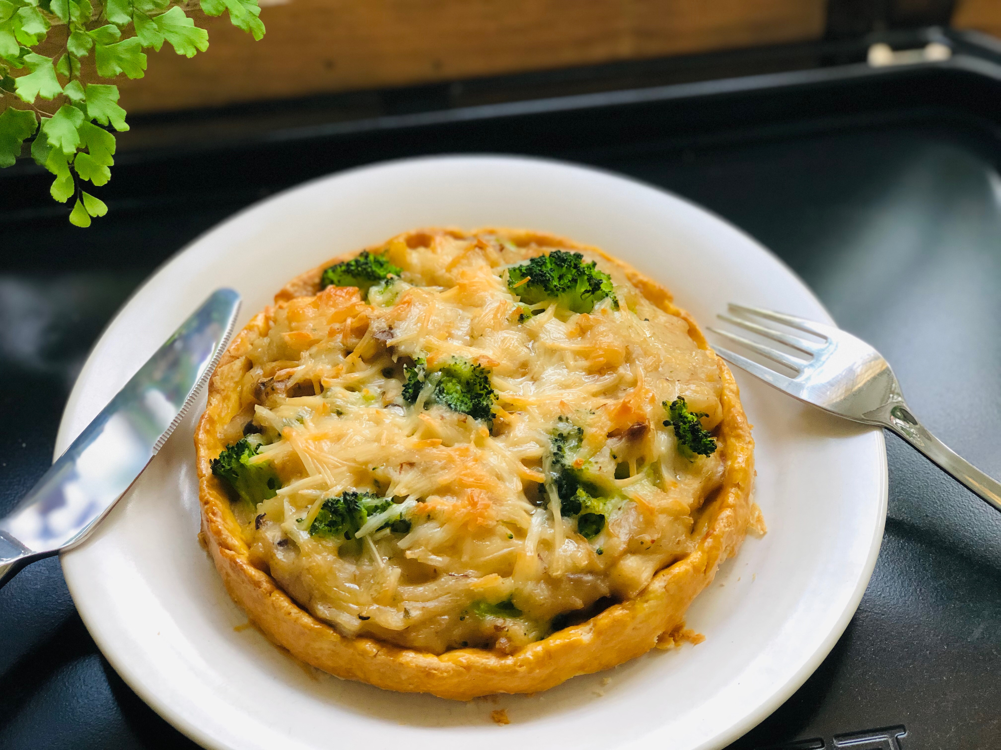 白醬雞肉蕈菇花椰鹹派/橄欖油清爽派皮
