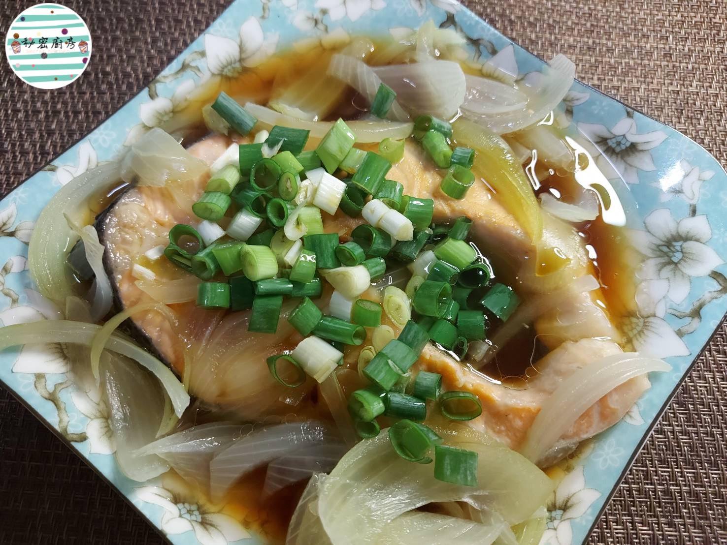 洋蔥蒸鮭魚