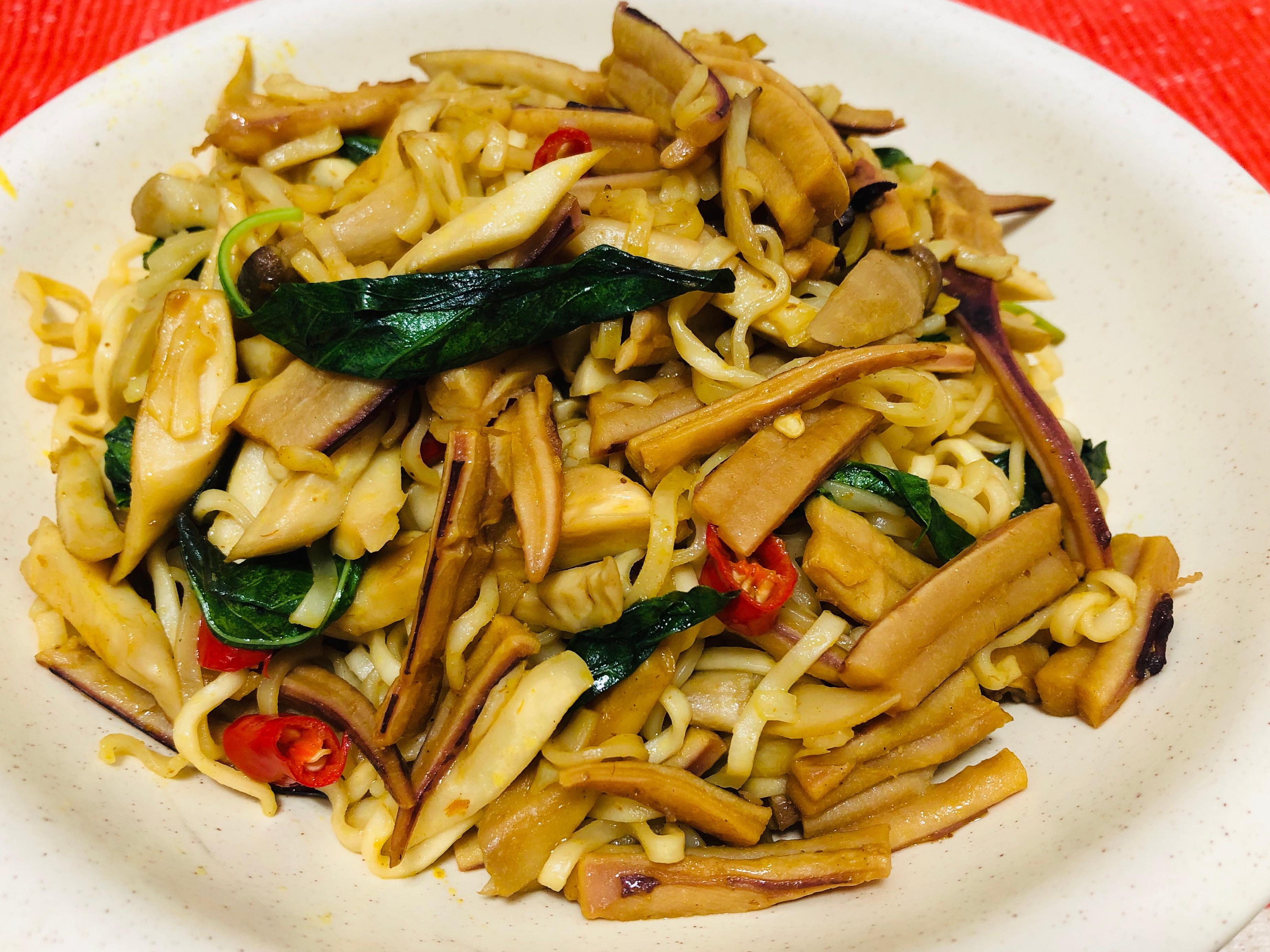 咖醬魷魚炒麵/剩食變盛食
