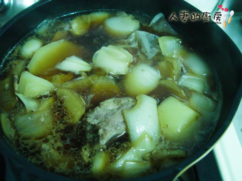 洋蔥馬鈴薯燉小排