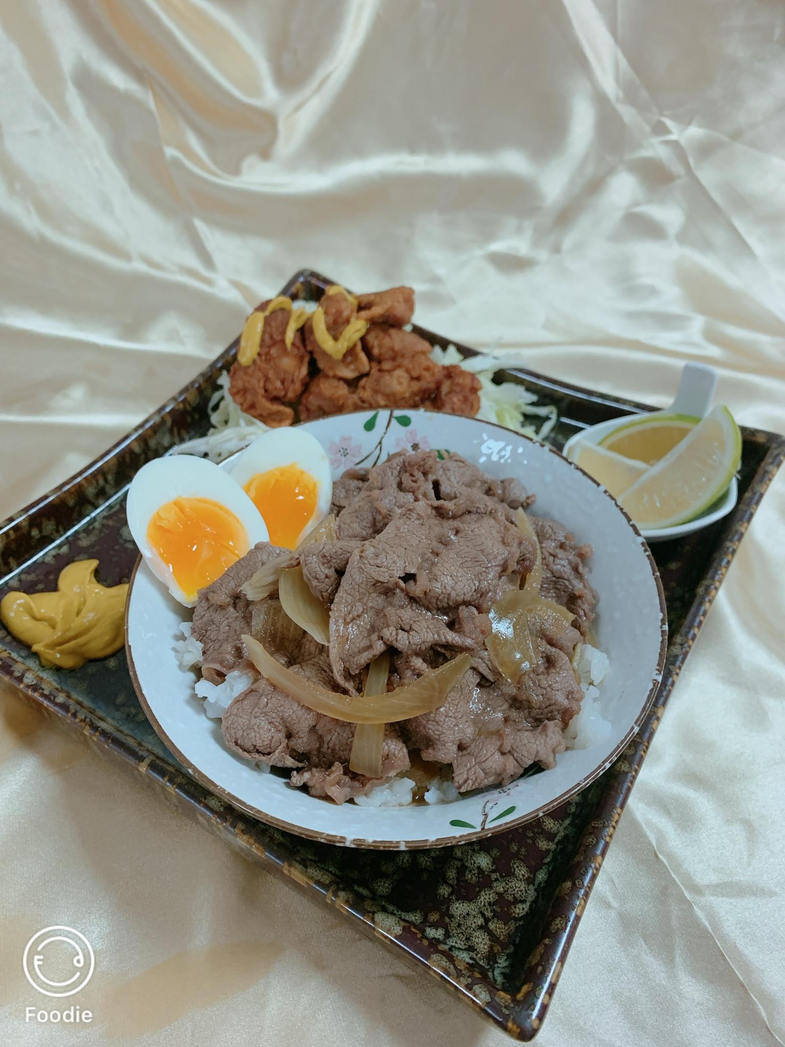 日式唐揚雞佐牛肉丼飯