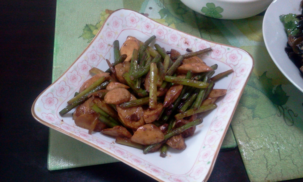 蒜台炒杏飽菇