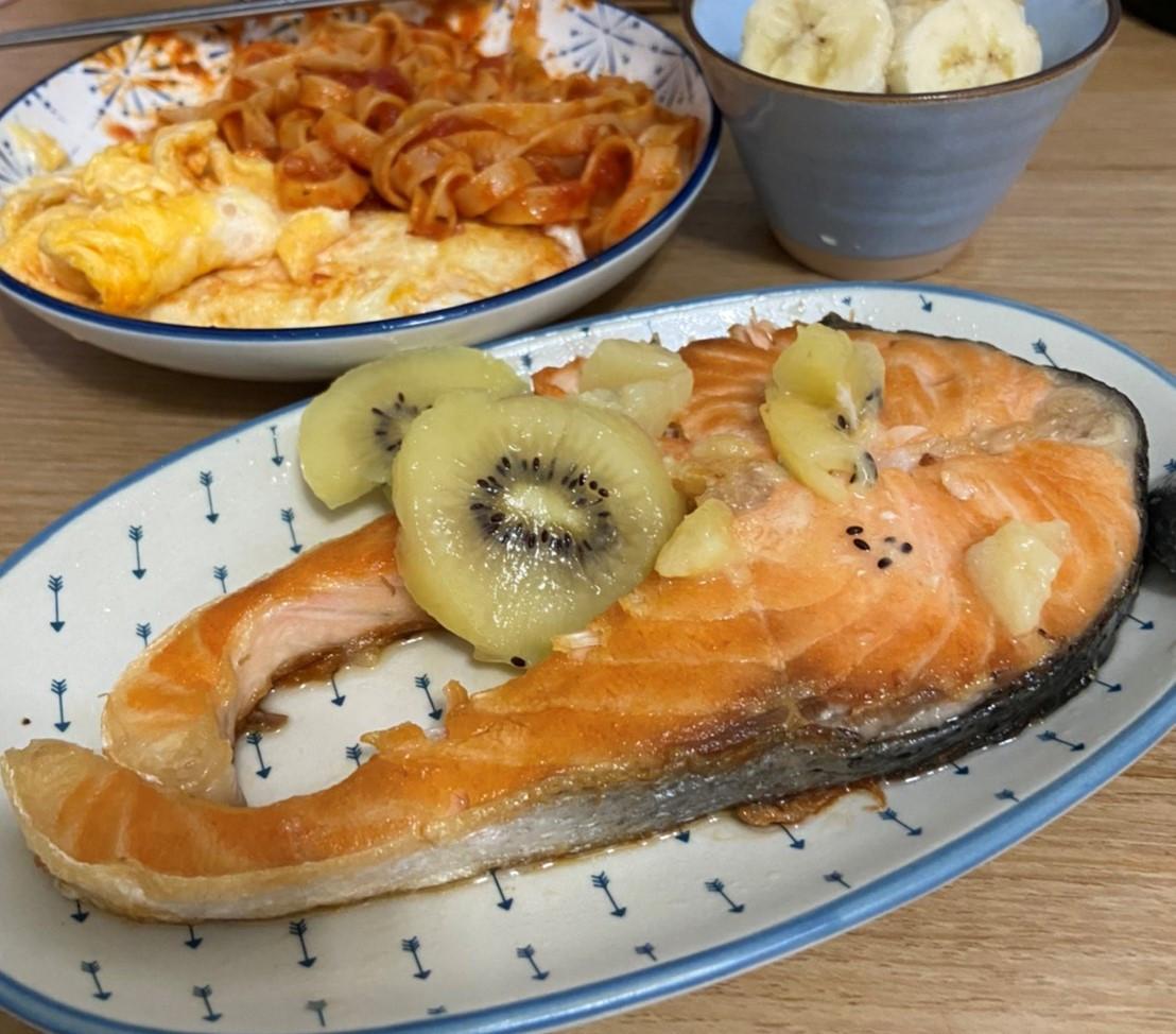奇異果煎鮭魚