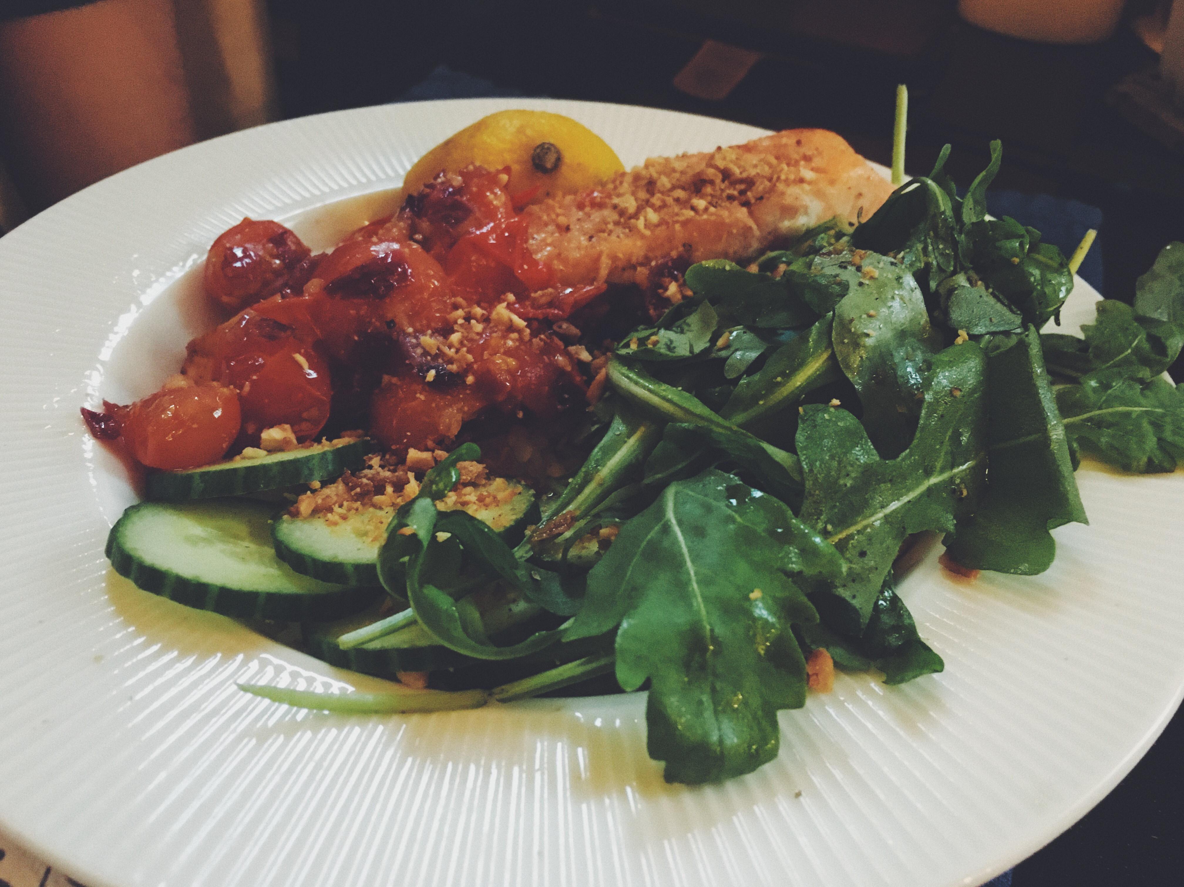 泰式鮭魚溫沙拉蓋飯(可素)