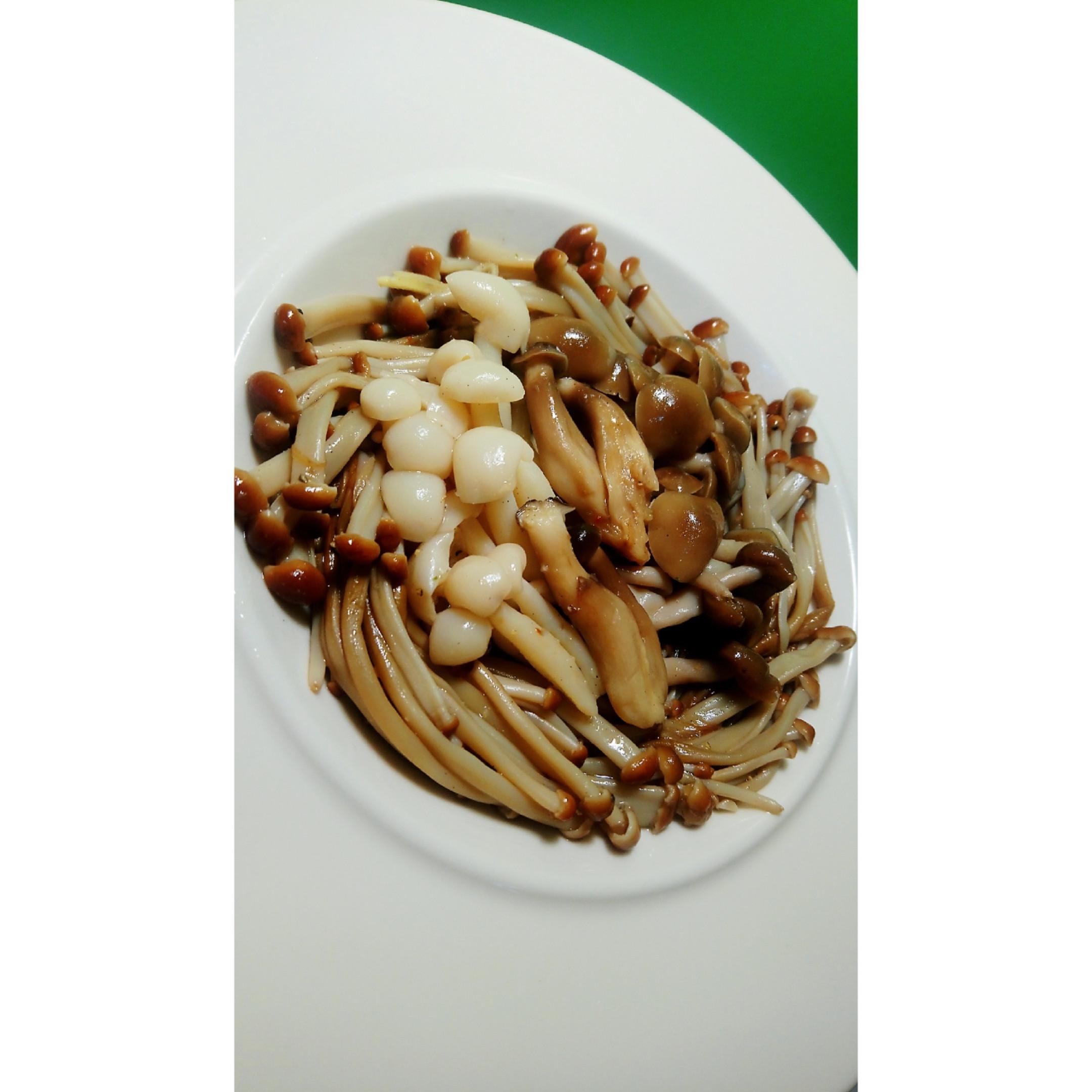 涼拌脆菇百匯