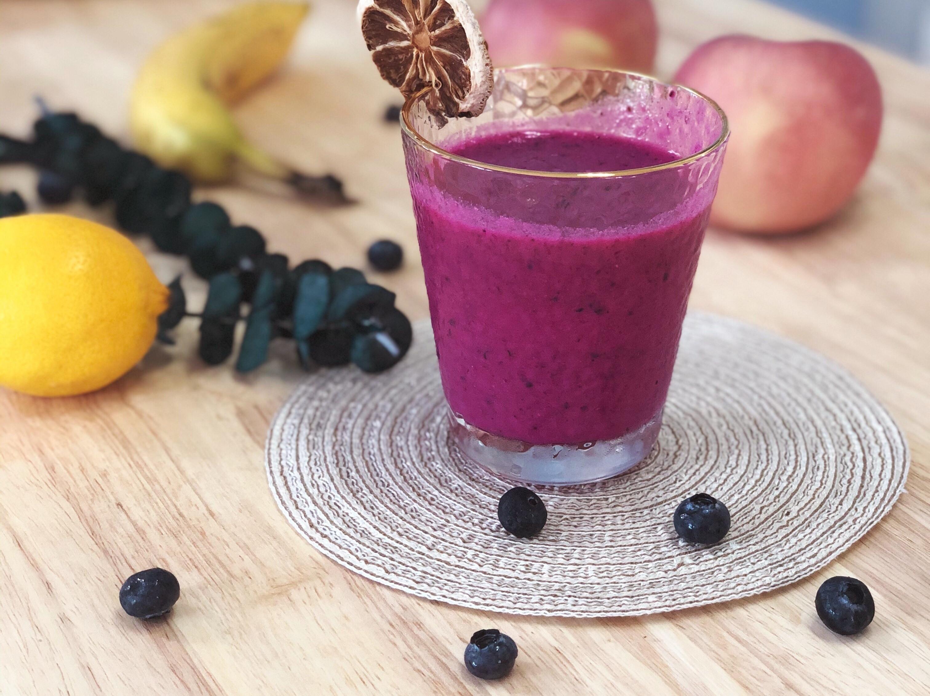 紅火龍果香蕉藍莓牛奶