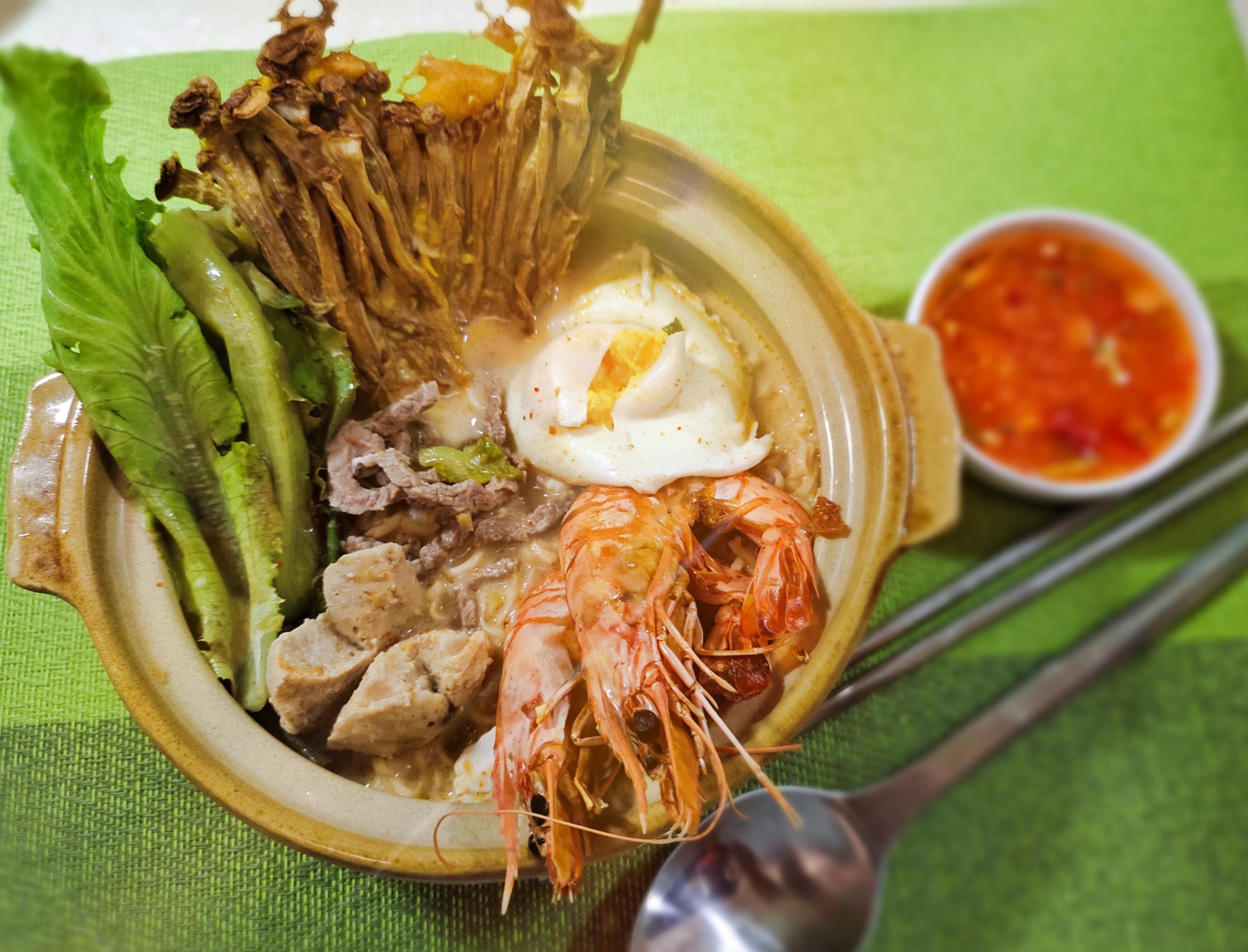 泰式酸辣海陸麵