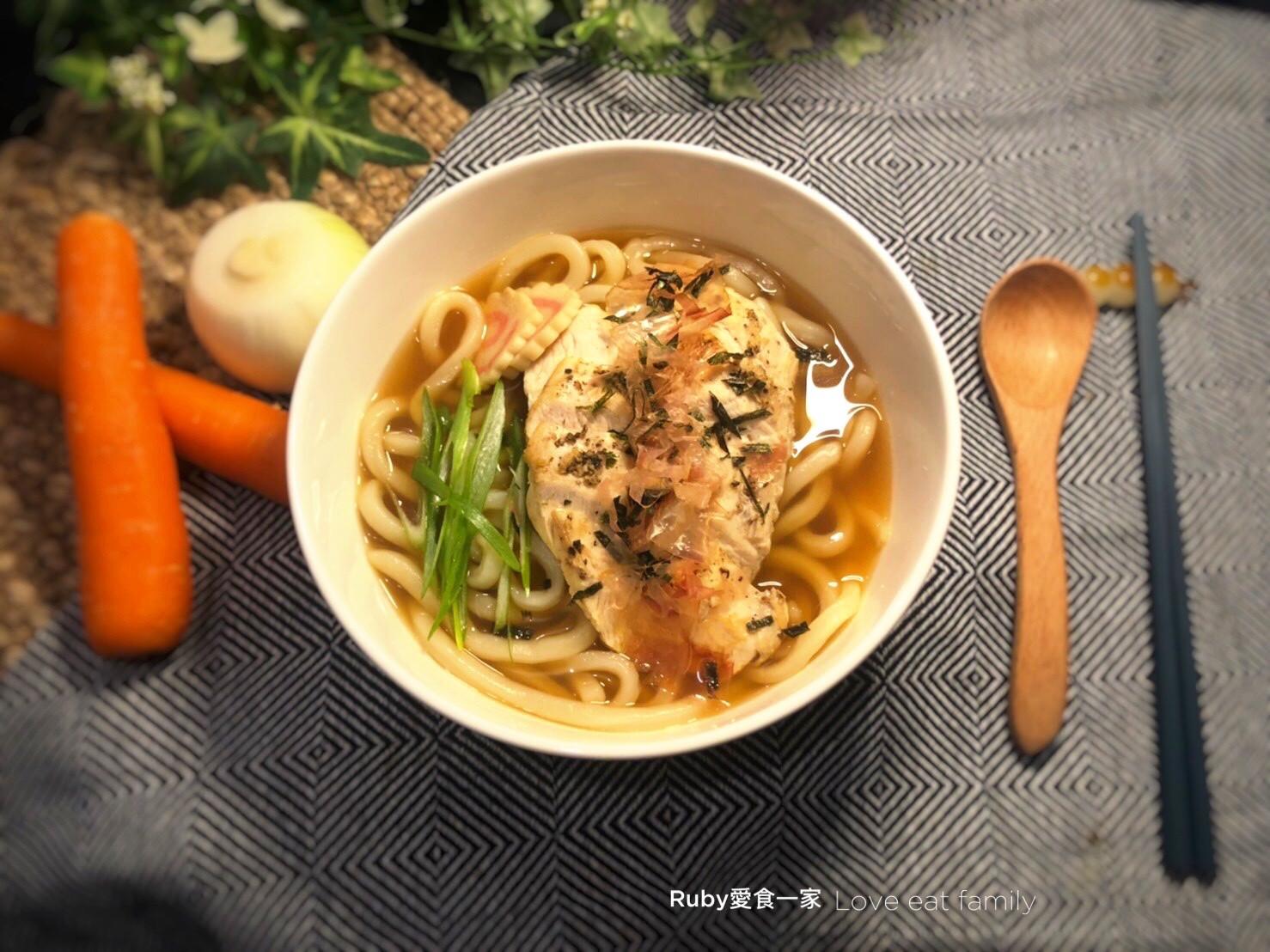 菜梗骨頭變高湯-烏龍麵