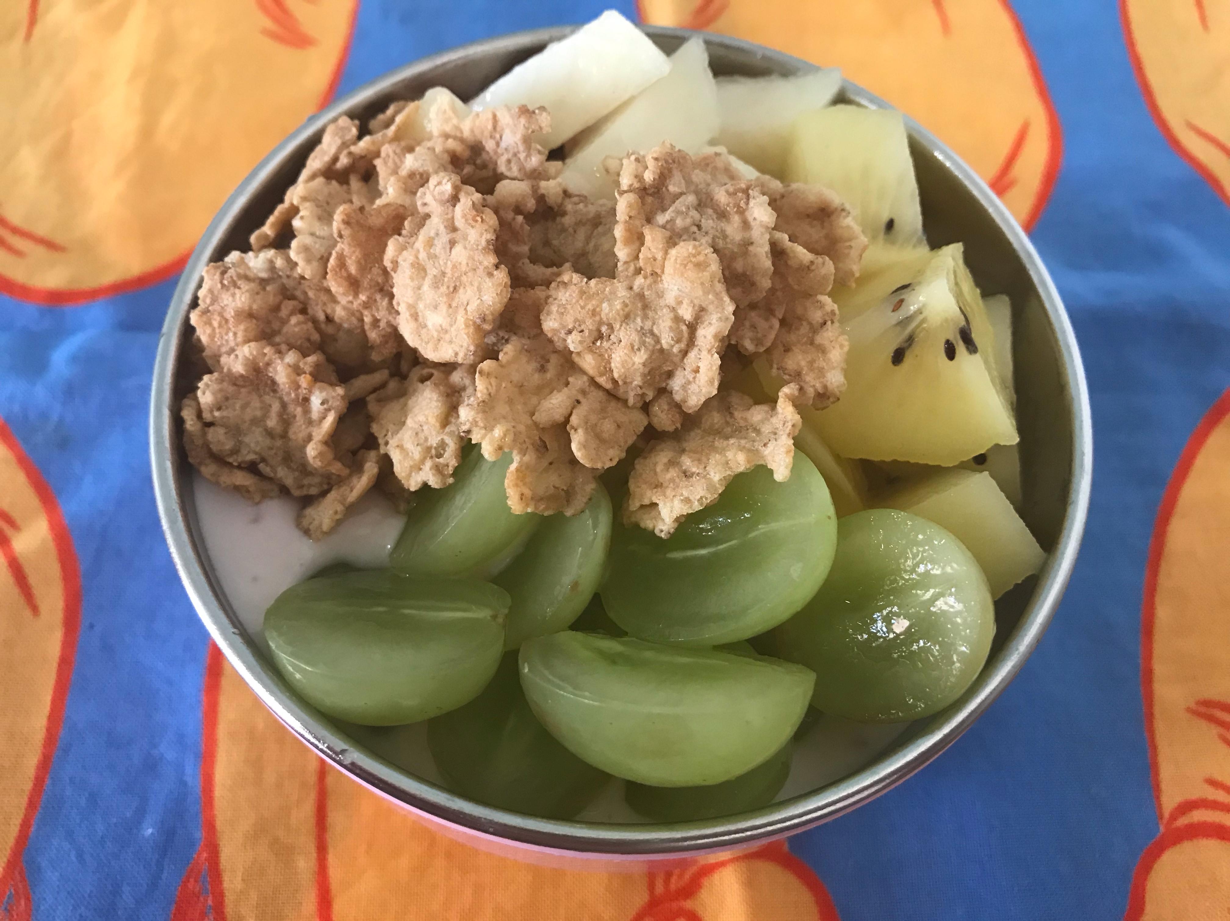 燕麥水果藍莓優格(早餐)🍇🥝🍑
