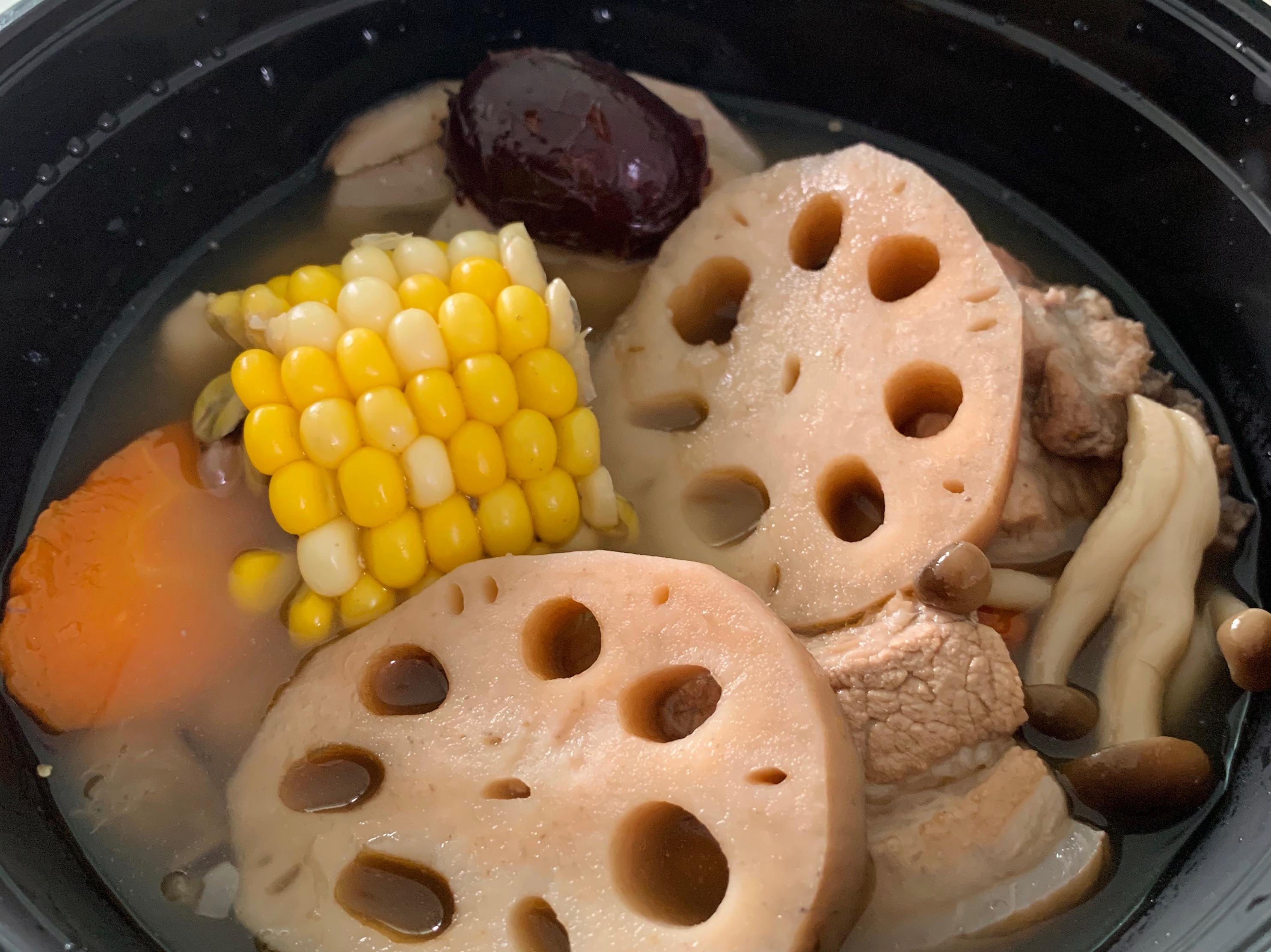 紅棗花生蓮藕排骨煲湯