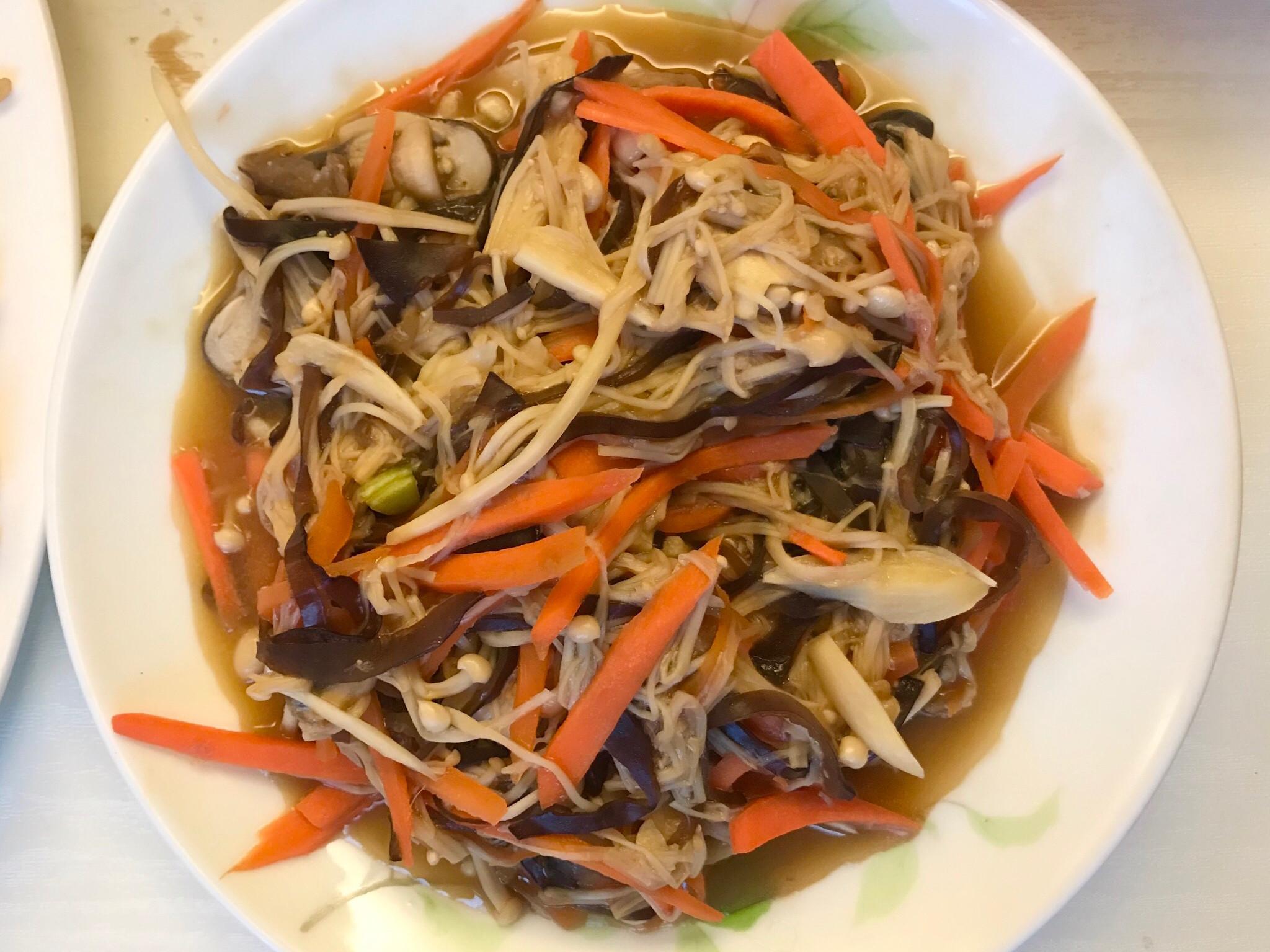 金針菇炒木耳素食