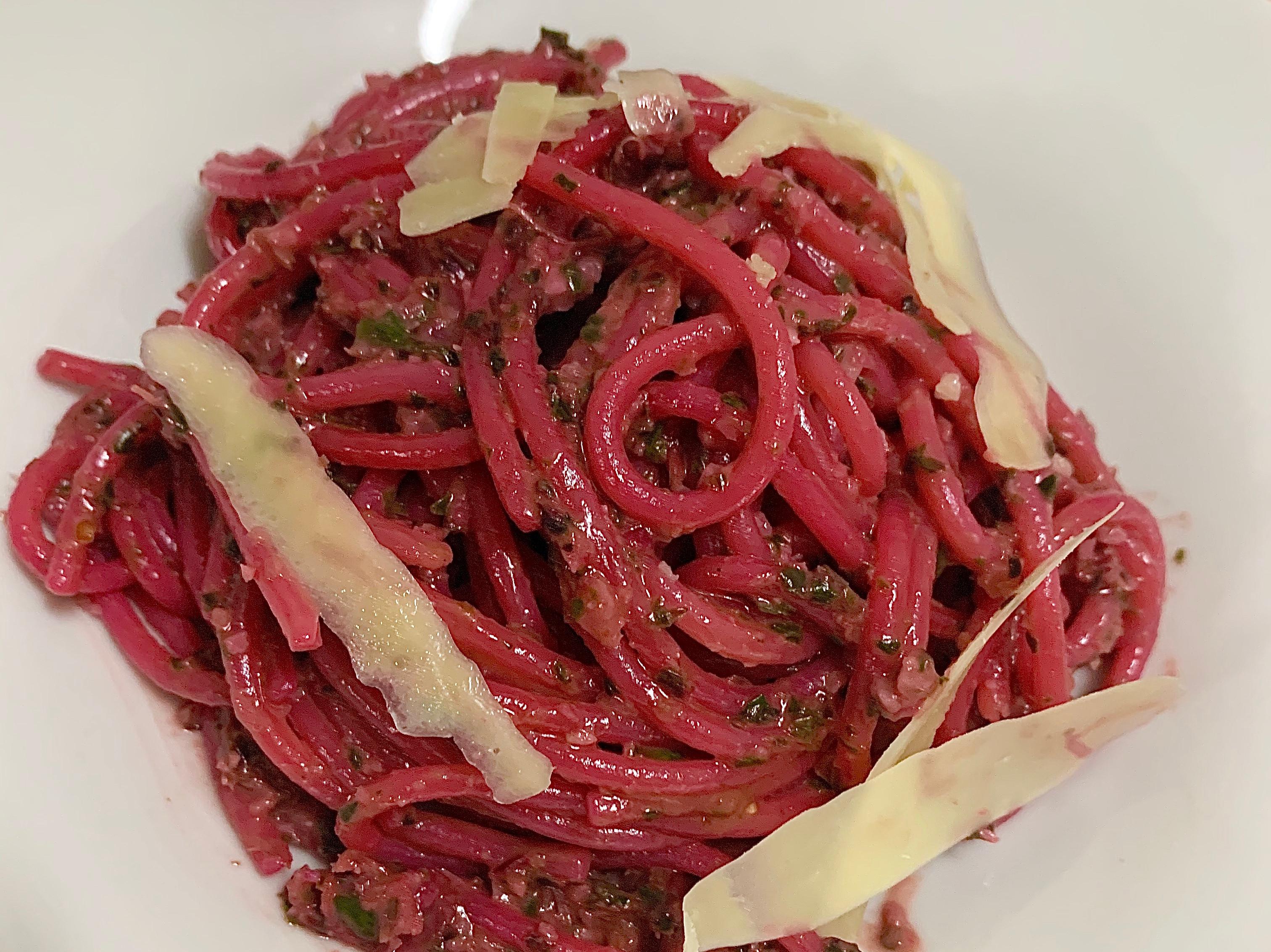 紅菜頭葉子青醬義大利麵